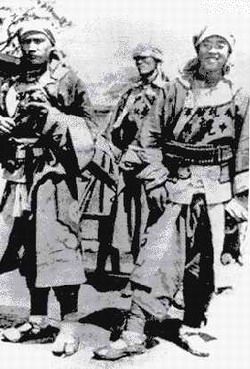 "Chinese Muslim troops from Gansu, also known as the Gansu Braves, killed a Japanese diplomat on 11 June 1900. Foreigners called them the ""10,000 Islamic rabble."" Chinese Muslim Kansu Braves 1900 Boxer Rebellion.jpg"