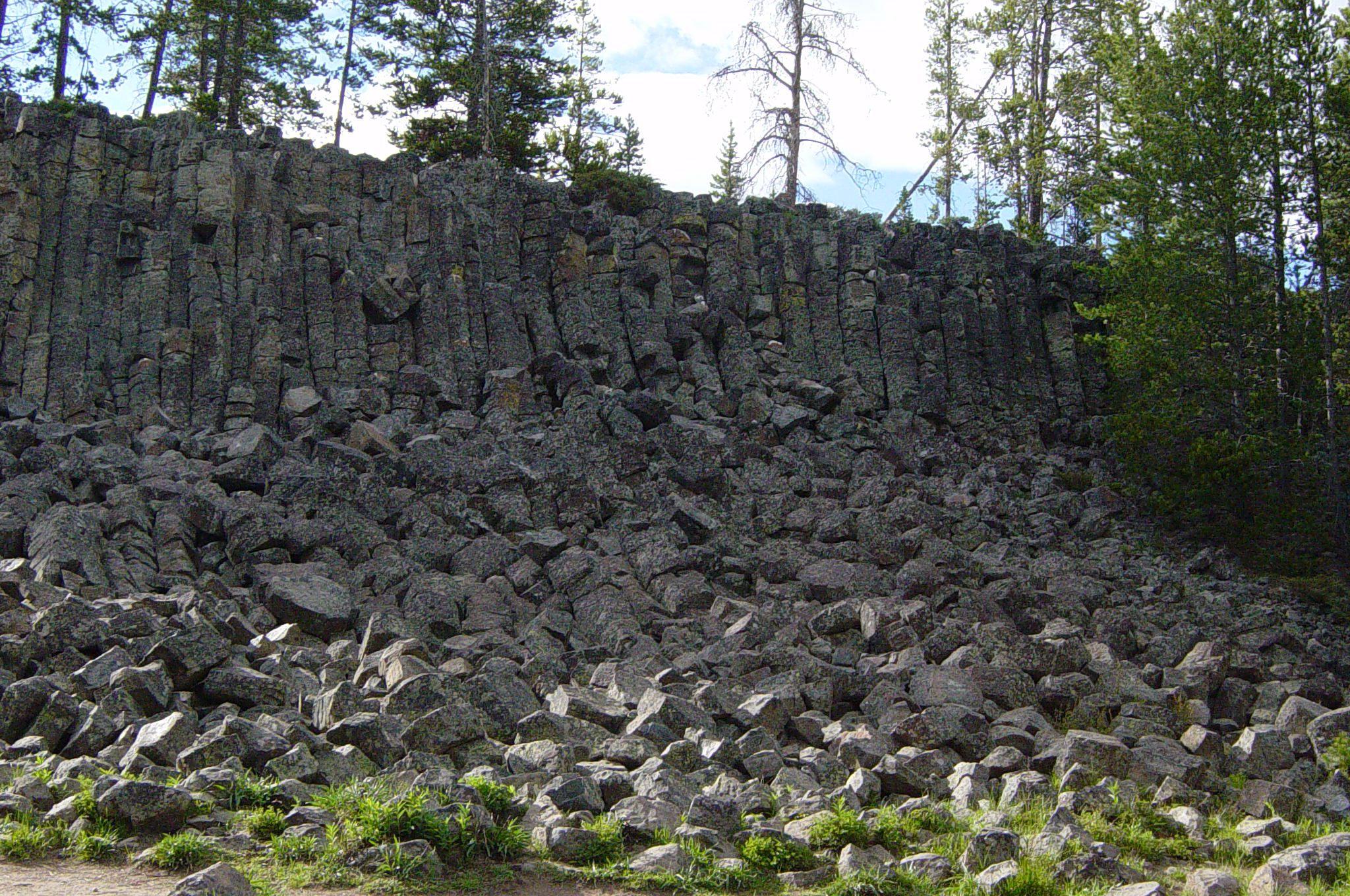 Description Of Basalt : File columnar basalt at sheepeater cliff in yellowstone g
