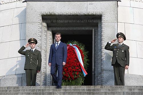 File:Dmitry Medvedev in Germany 5 June 2008-12.jpg