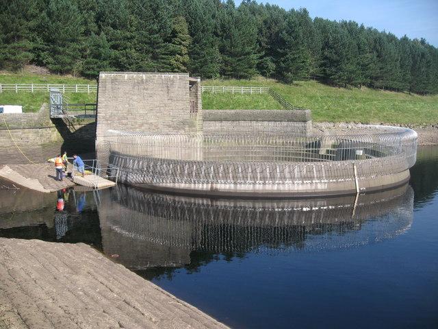 Dovestone Reservoir Overflow - geograph.org.uk - 985833