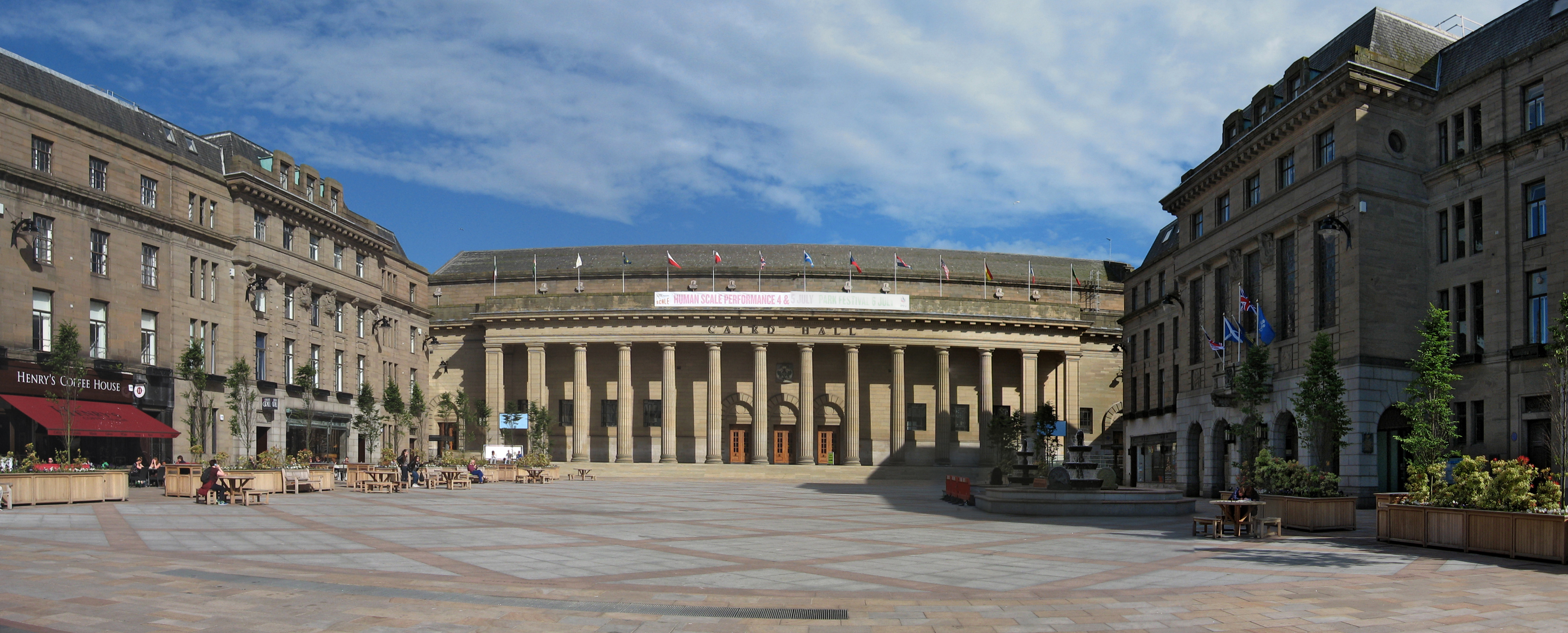 File:Dundee City Square and Caird Hall 2014 (composite).jpg ...