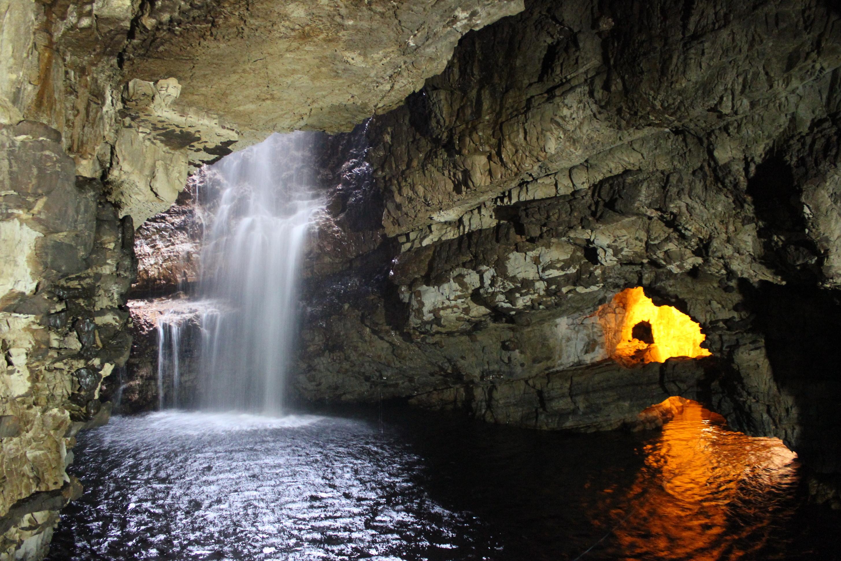 Entrance To Smoo Cave Stock Photos & Entrance To Smoo Cave Stock ...