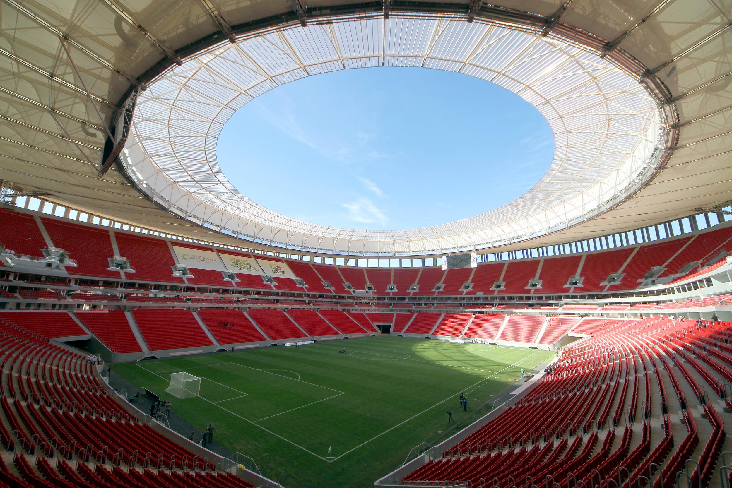Resultado de imagem para imagens estádio Mané Garrincha