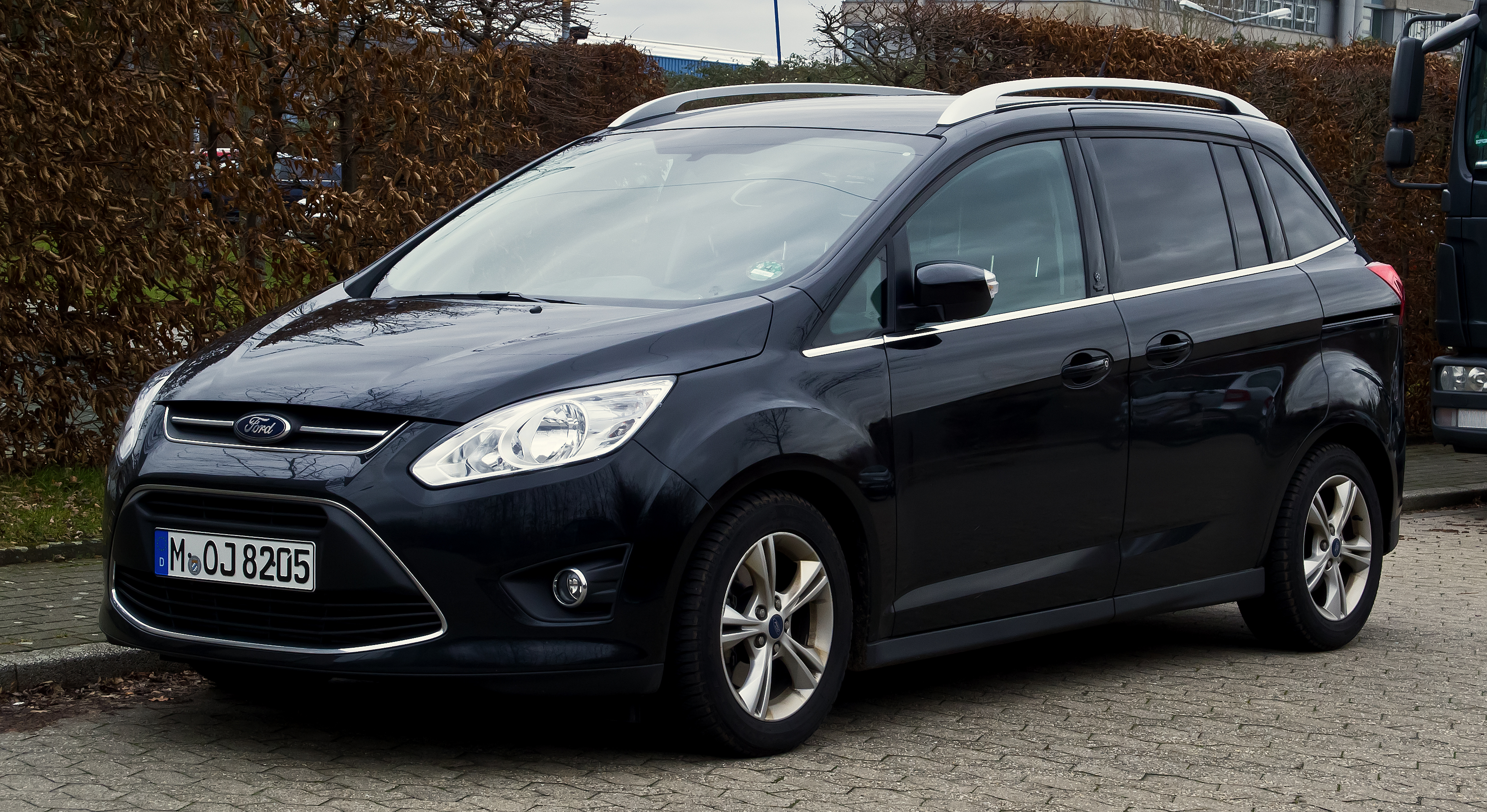 file ford grand c max champions edition ii frontansicht 31 dezember 2012. Black Bedroom Furniture Sets. Home Design Ideas
