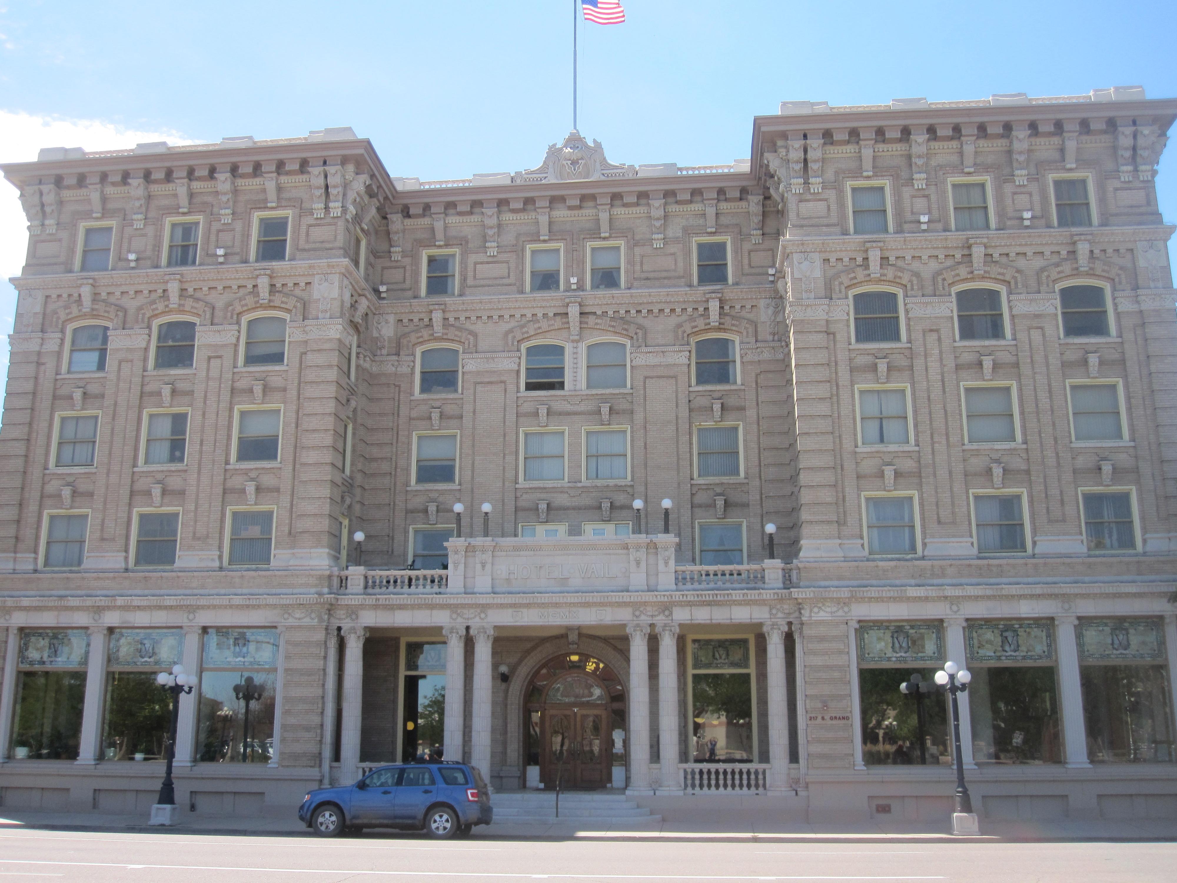 Pueblo colorado familypedia fandom powered by wikia for Alf hotel downtown