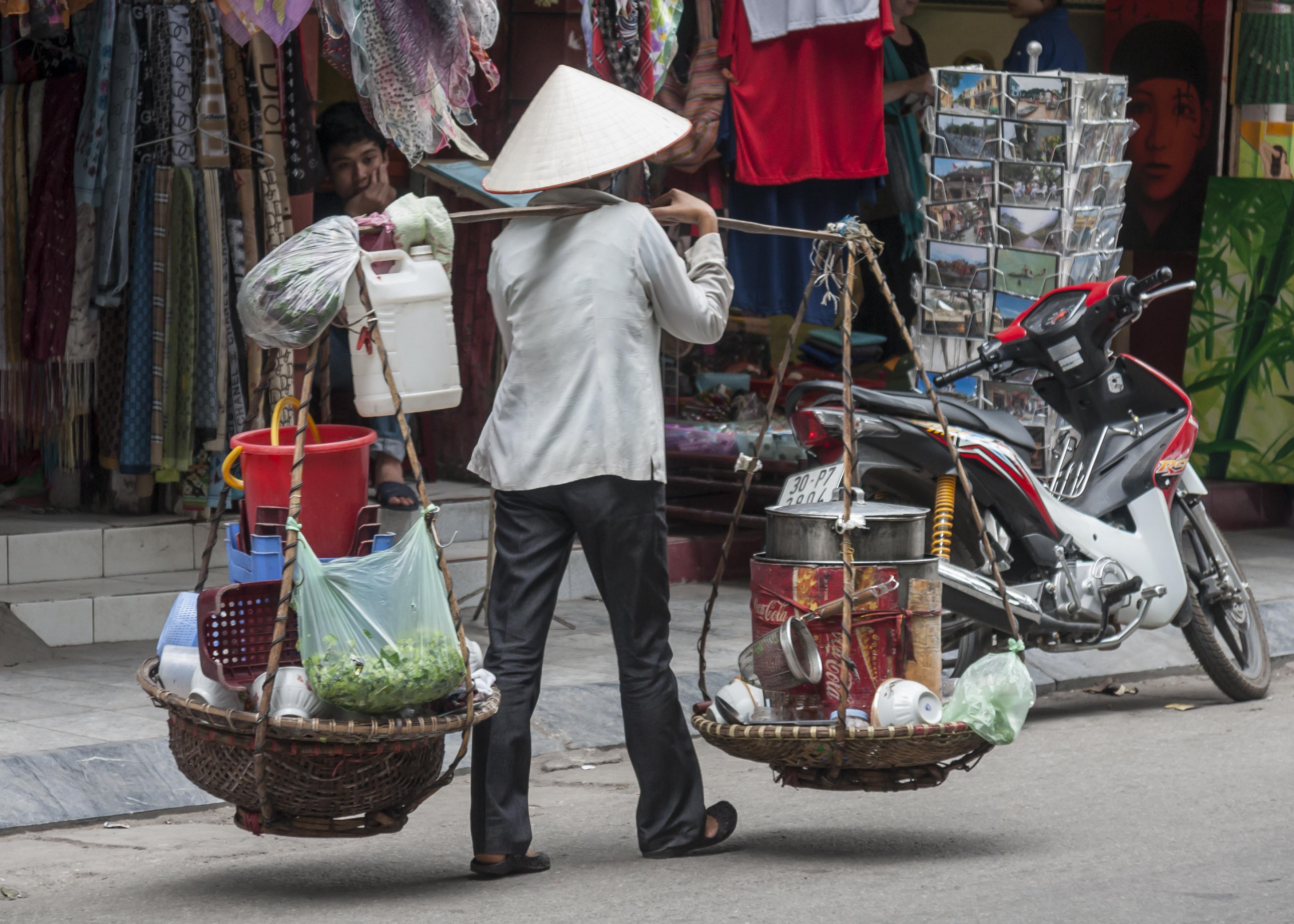 File:Hanoi Vietnam Street-vendors-in-Hanoi-02.jpg - Wikimedia Commons