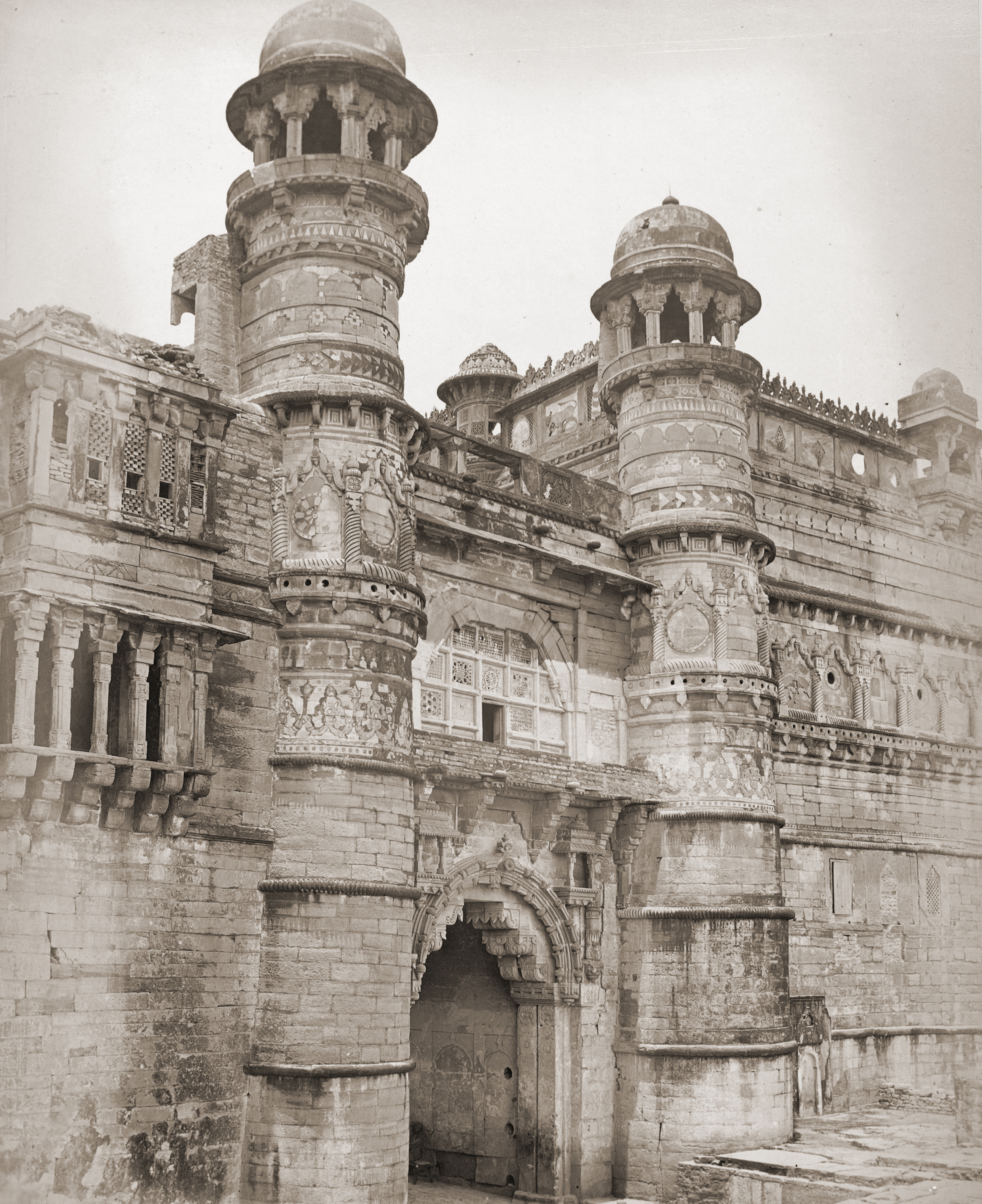 dating gwalior Arihant emporiumfamous for selling gwalior style silver boxes decorated with images from the tile work statues and other remains dating back to 1st and 2nd.