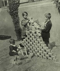 File:Hyperinflation in Germany in 1923.jpg