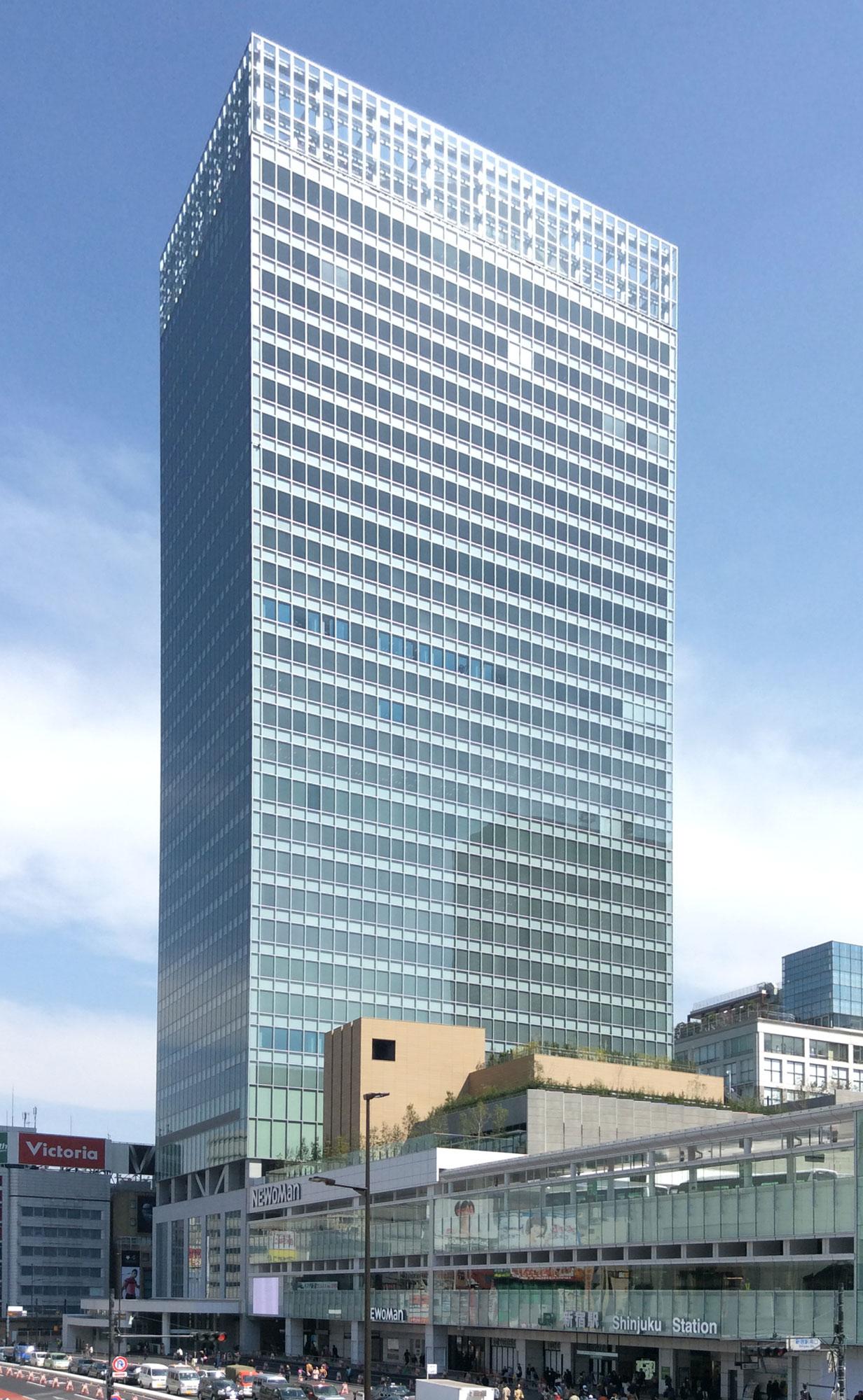 JR新宿ミライナタワーとバスタ新宿
