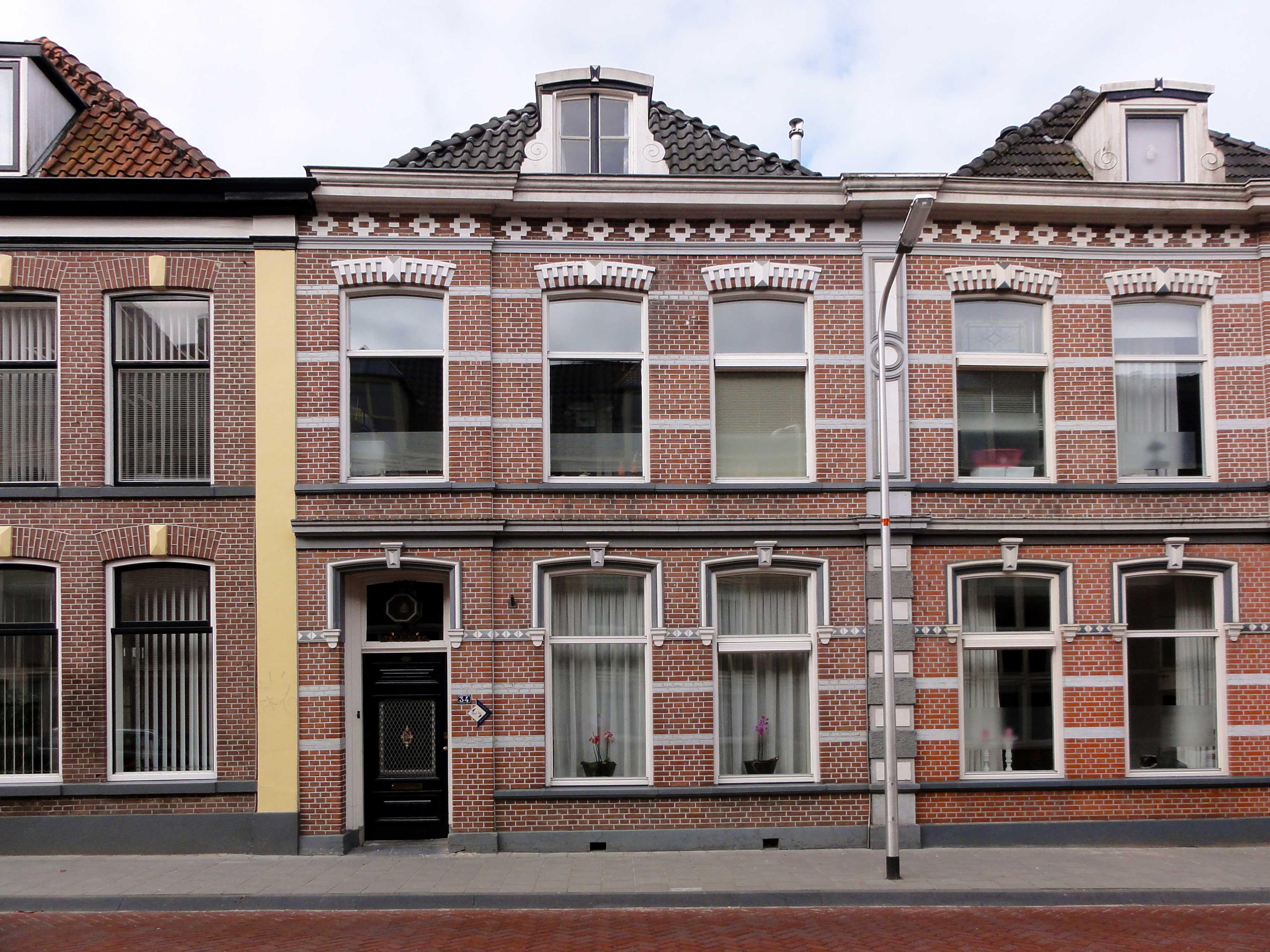 Herenhuis in eclectische stijl vormt een geheel met nr for Eclectische stijl interieur