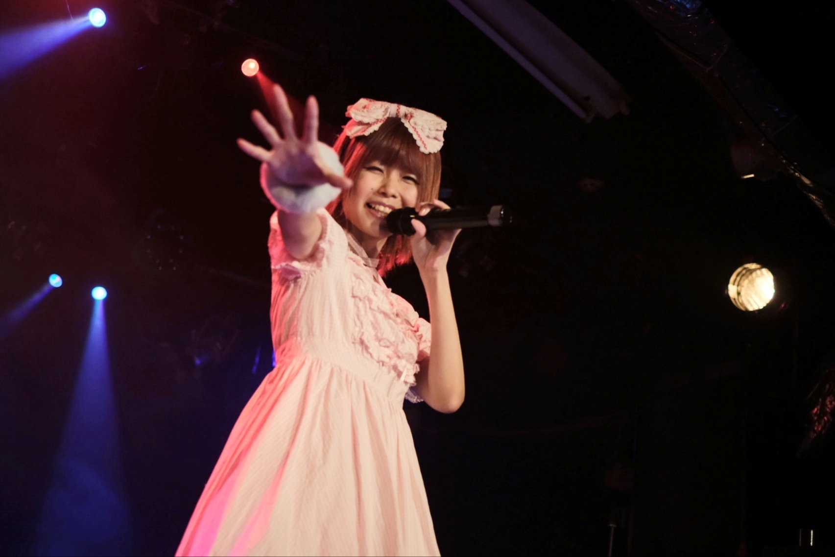 """publish it under the following license: English moz """"Anri"""" on stage. Japanese LIVE SPOT WOWにてステージ上のmoz「安里」ちゃん author name string: Kier~jawiki URL: https://commons"""