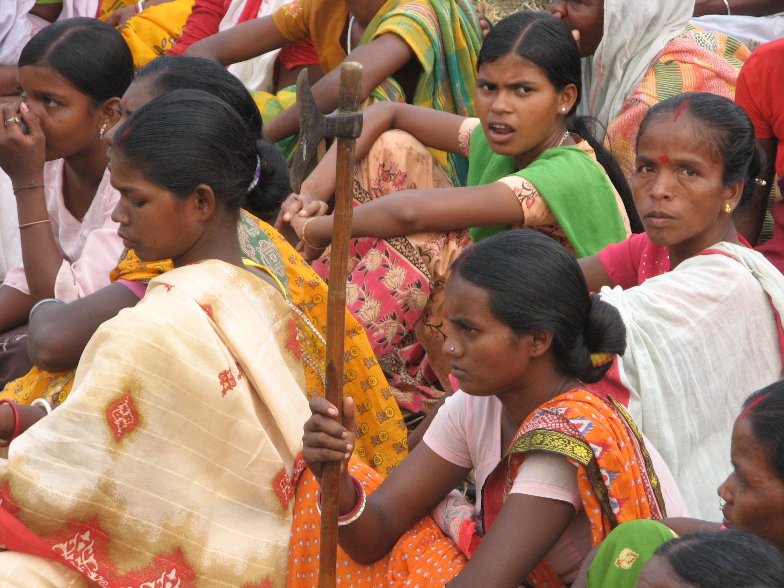 https://upload.wikimedia.org/wikipedia/commons/d/da/Lalgarh_adivasi_women.JPG