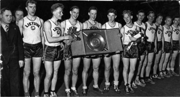 f75ffccb98c07 File:Lithuania national basketball team - EuroBasket 1937 champions.jpg