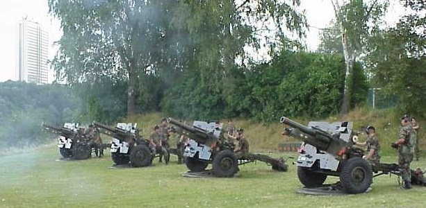 [Imagen: Luxembourg_National_Day_2004_-_101_cannon_shots.jpg]