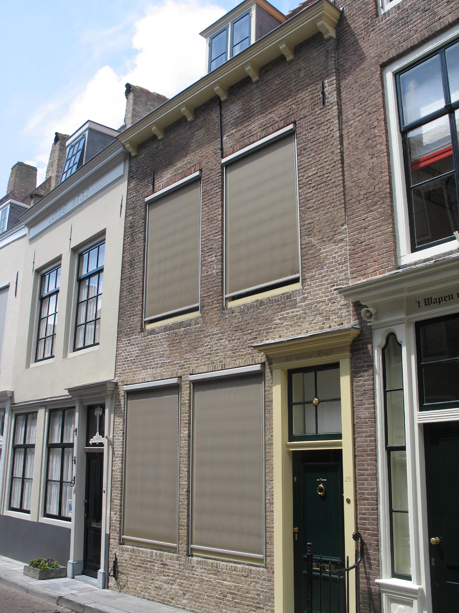 Huis met rechte gevel en gootlijst op klosjes in middelburg monument - Huis gevel ...