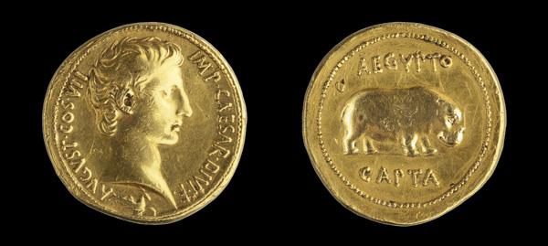 Quaternion de Augusto. Una pieza única. Museo_Arqueol%C3%B3gico_Nacional_-_1921_9_1_-_Medall%C3%B3n_de_Oro_de_Augusto_03
