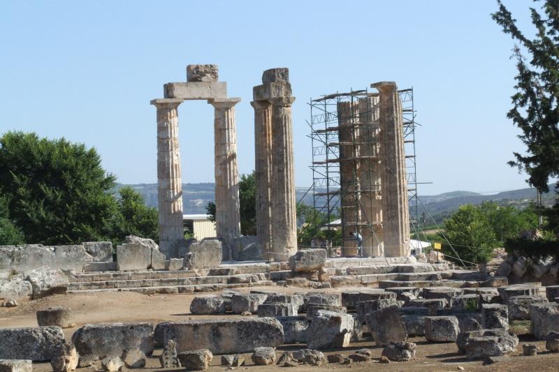 File:Nemea Tempel des Zeus 07-2007.jpg