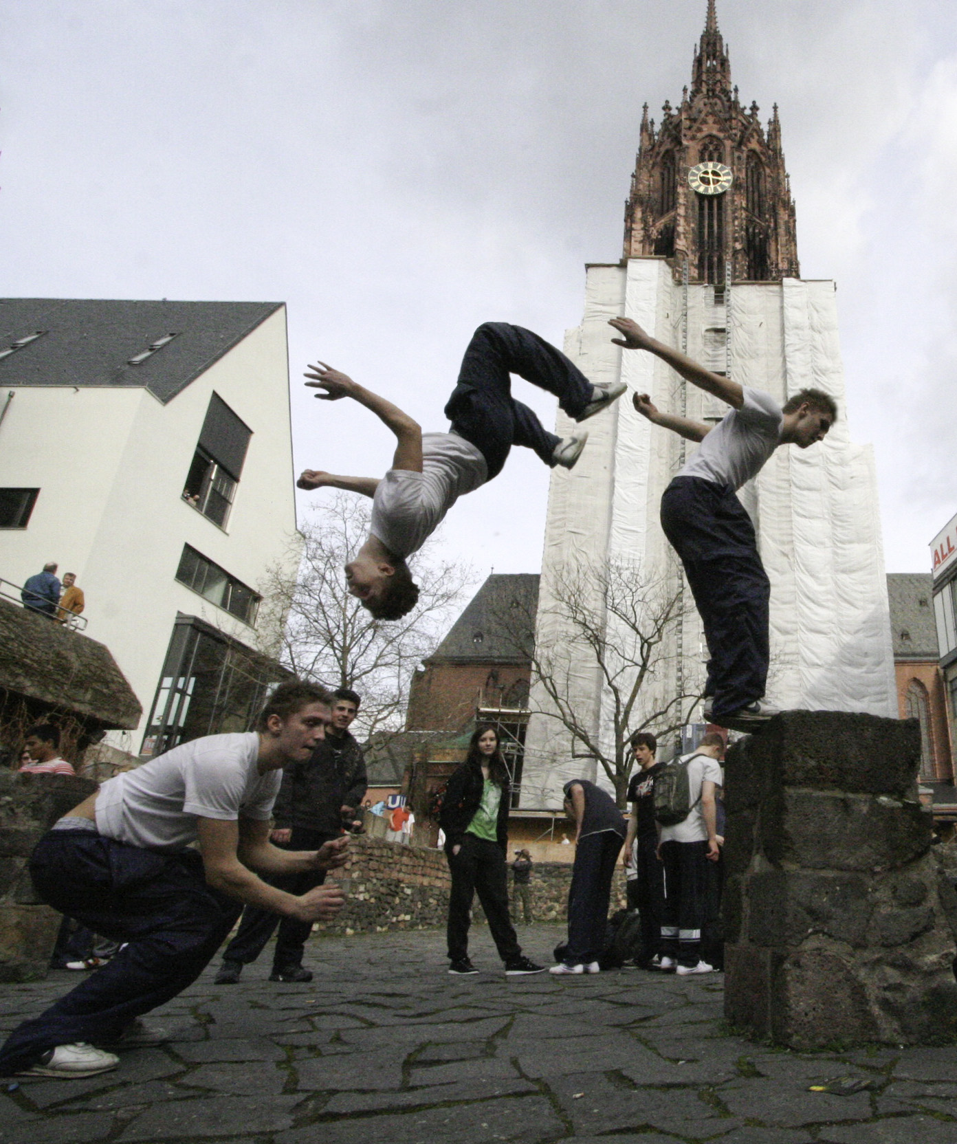 http://upload.wikimedia.org/wikipedia/commons/d/da/Parkour_Frankfurt.jpg