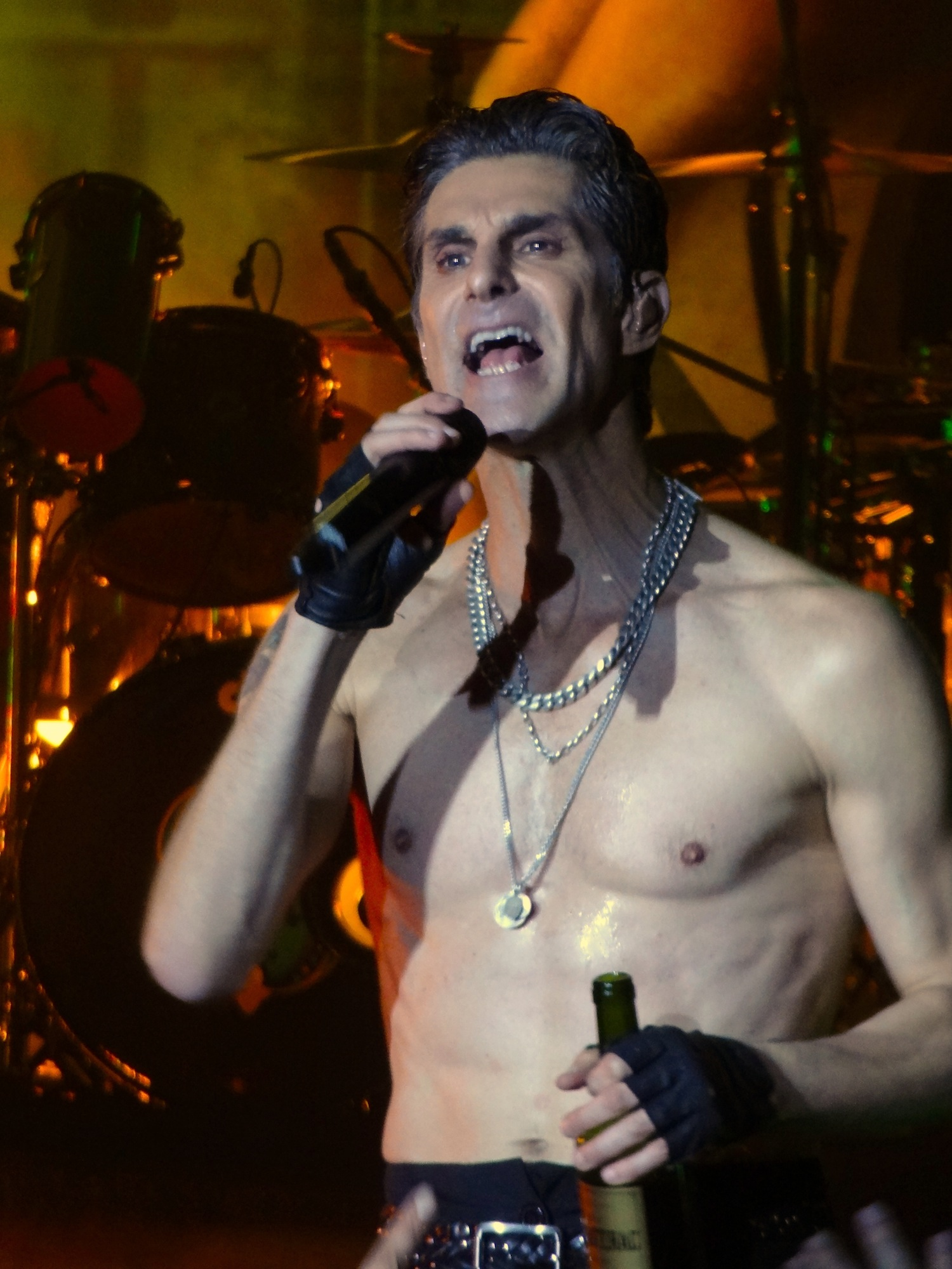 Il 59-anni, 188 cm alto Perry Farrell in 2018 photo