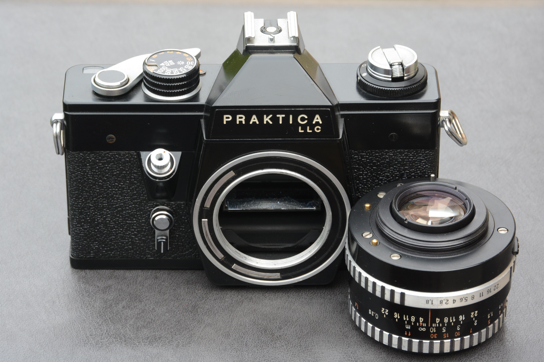 Datei:praktica llc slr black lens removed from the camera.jpg