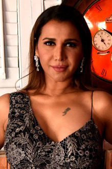 Ritu Shivpuri graces Rebecca Dewan's fashion show (11) (cropped).jpg