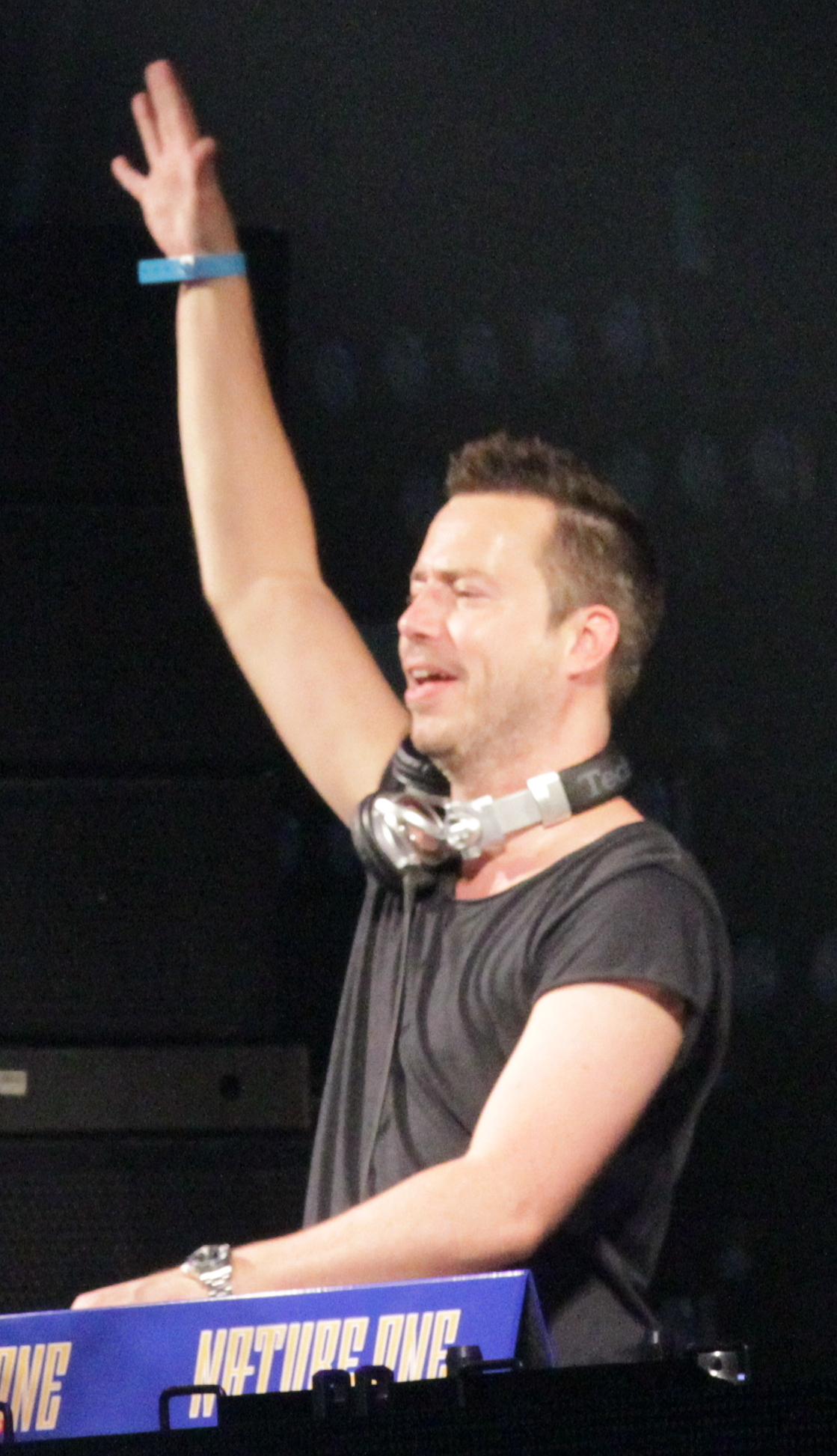 The 39-year old son of father (?) and mother(?) Sander Van Doorn in 2018 photo. Sander Van Doorn earned a  million dollar salary - leaving the net worth at 10 million in 2018