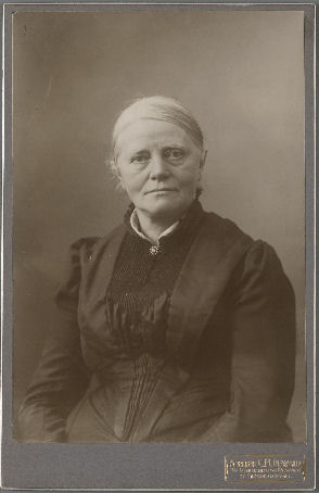 https://upload.wikimedia.org/wikipedia/commons/d/da/Sientje_Mesdag-van_Houten.jpg
