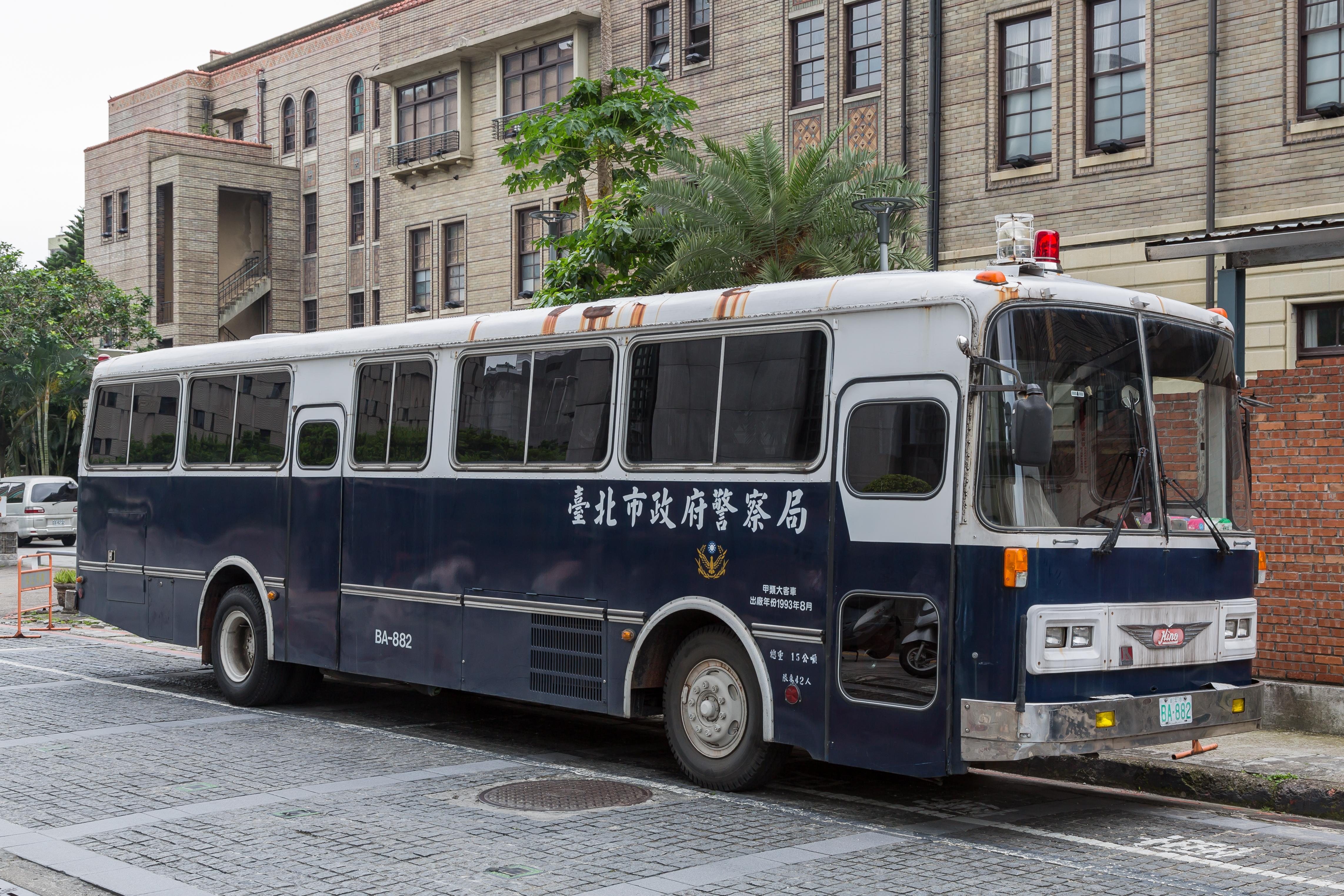 File Taipei Taiwan Police Bus 01 Jpg Wikimedia Commons