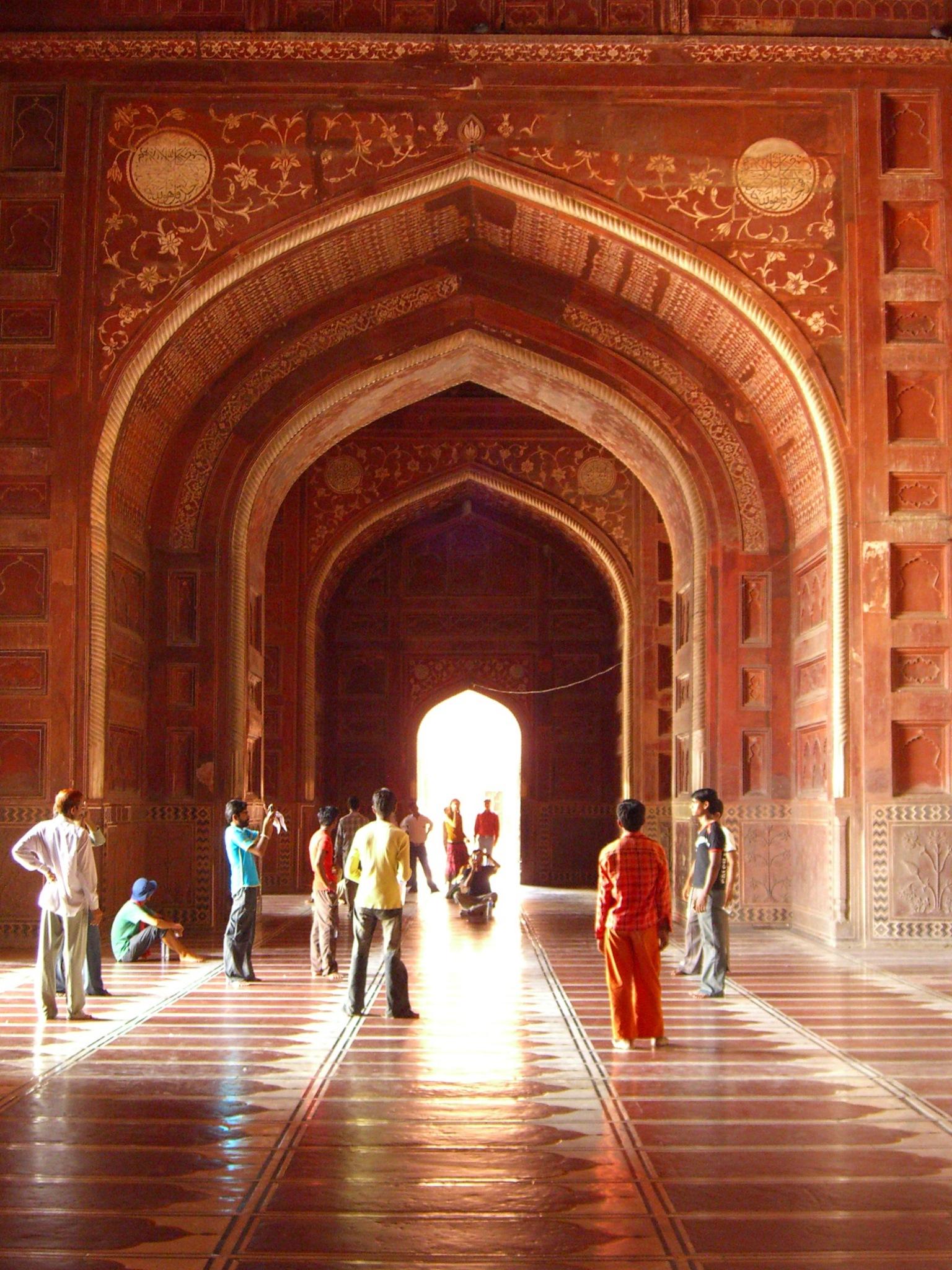 File taj mahal mosque interior wikimedia commons for Interior taj mahal