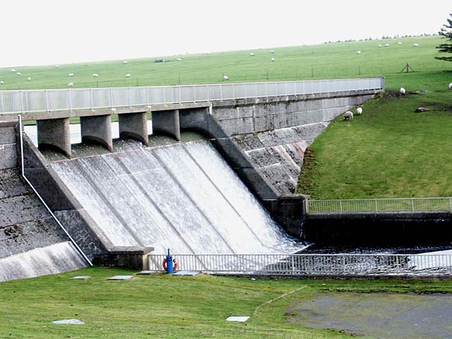The Dam at Crowdy Reservoir - geograph.org.uk - 380089