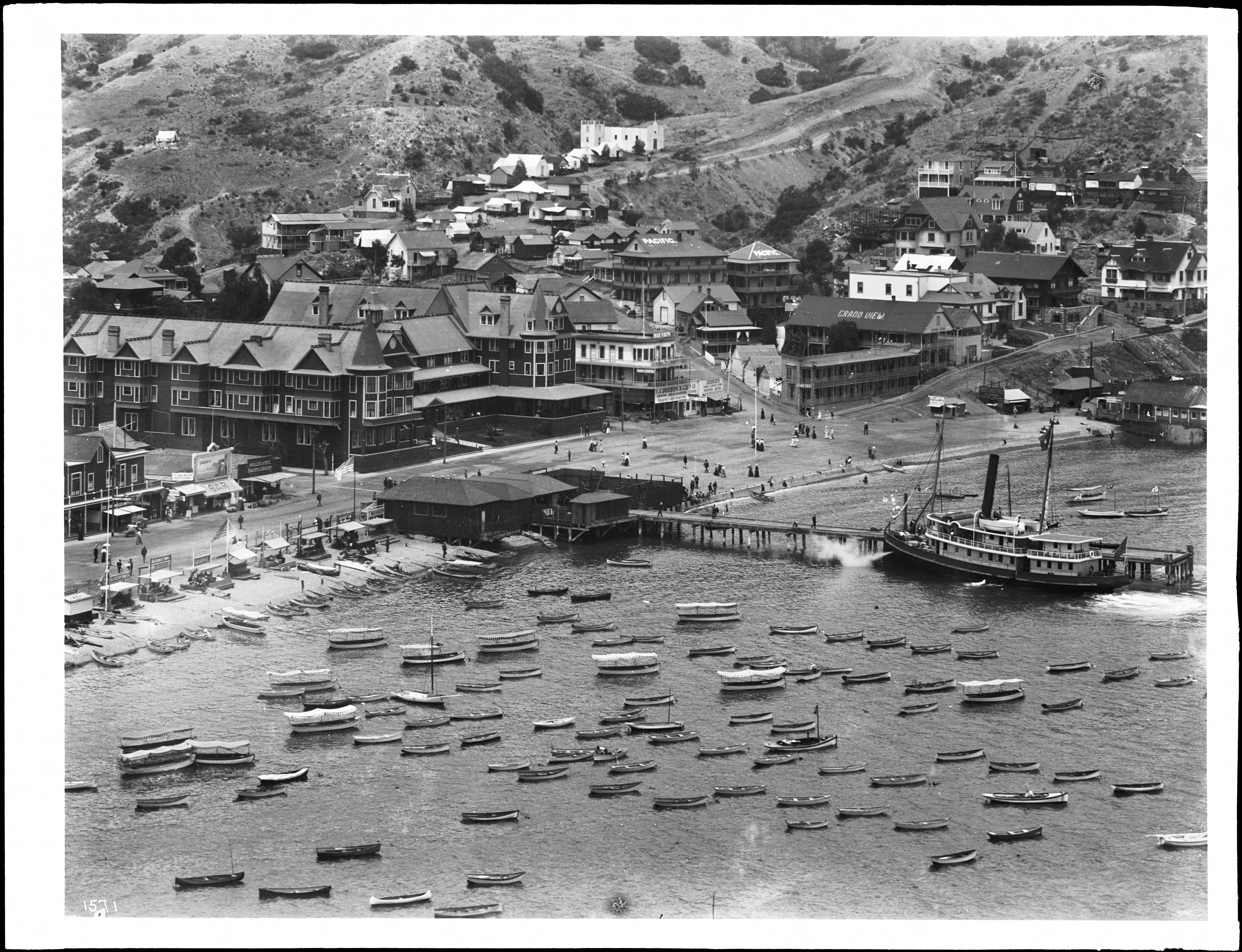 File Town Of Avalon On Santa Catalina Island With New Metropole Hotel And Grand View