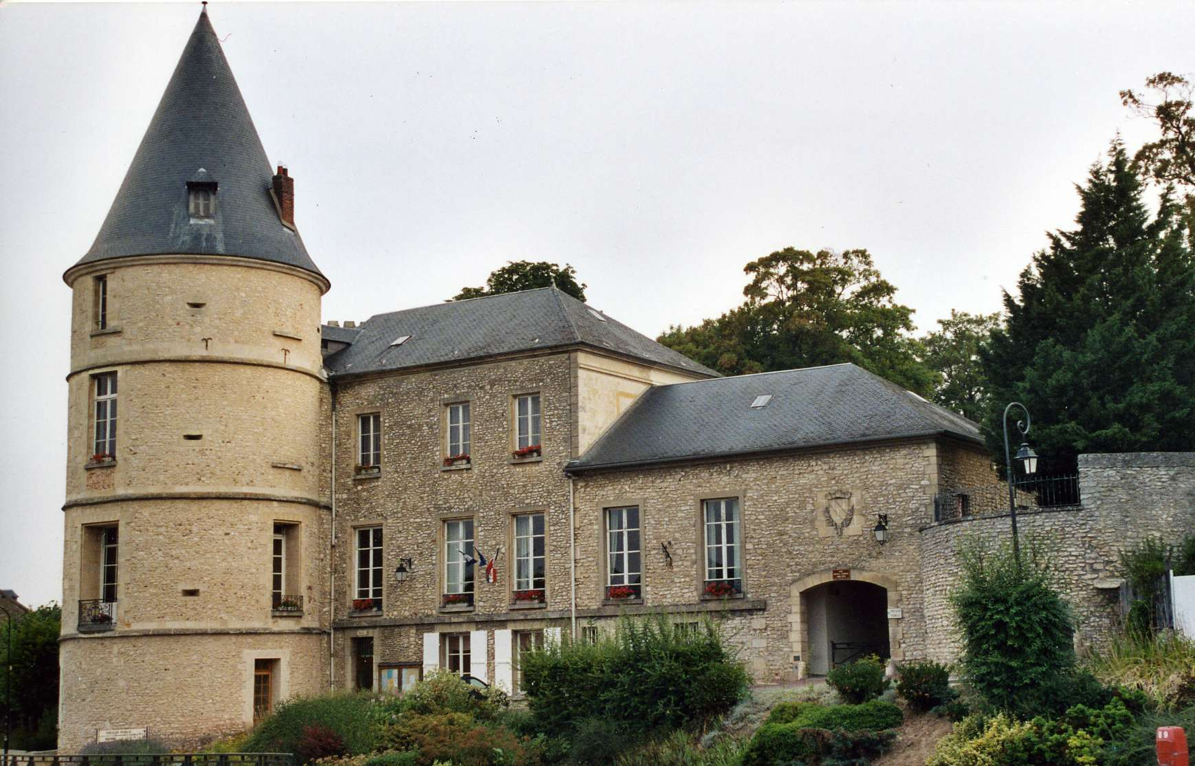 Trie ch teau wikiwand for Piscine trie chateau