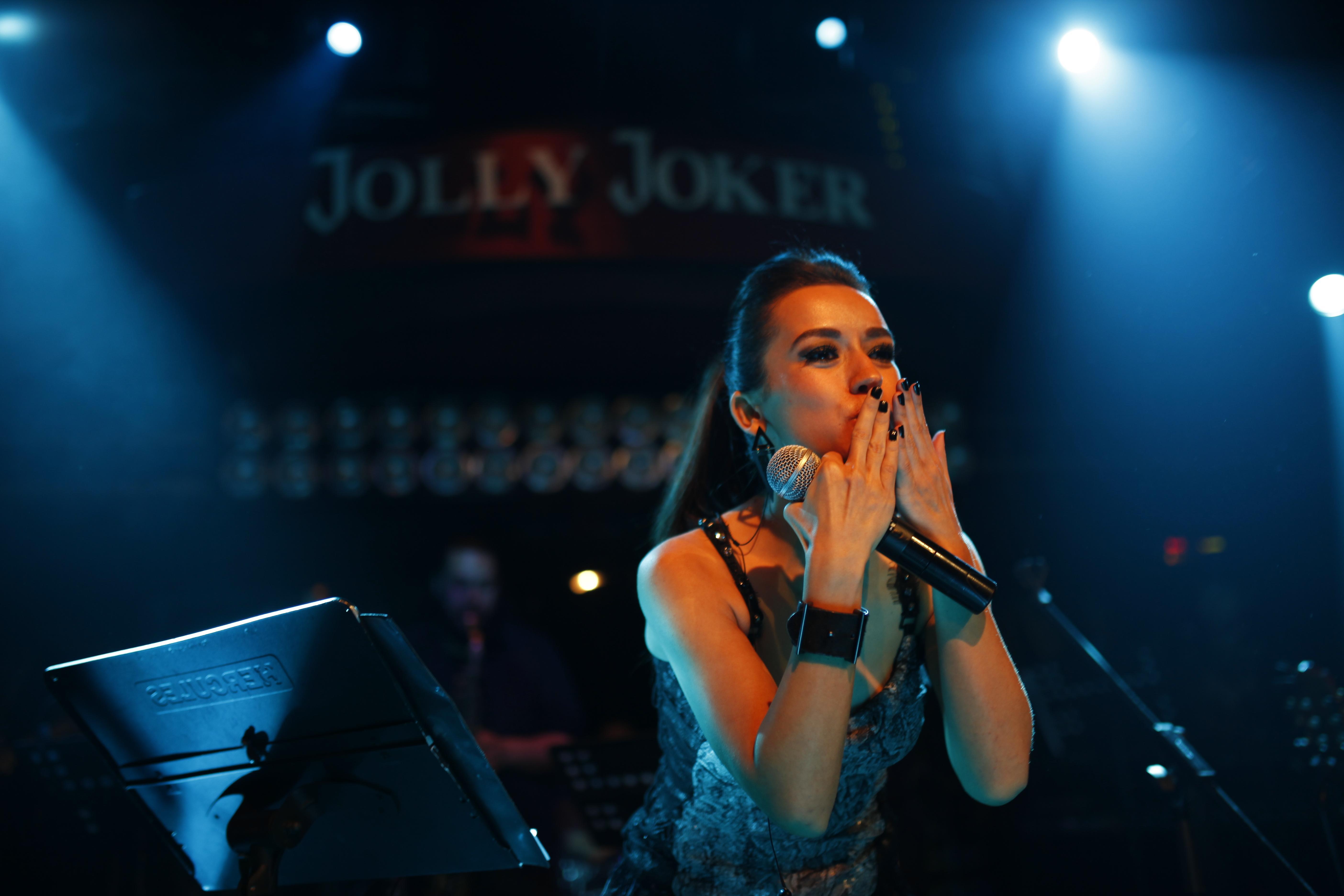 Aleyna Tilki Cevapsız Çınlama Şarkı Sözü (Kulağımda Sayısız Cevapsız Çınlama)