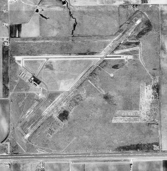 File:Tucumcari Municipal Airport-NM-15Apr1991-USGS.jpg