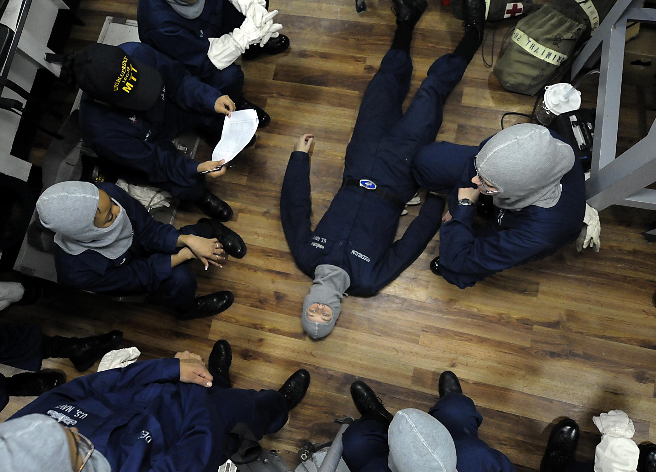 File:US Navy 091010-N-7280V-167 Medical training team members demonstrate