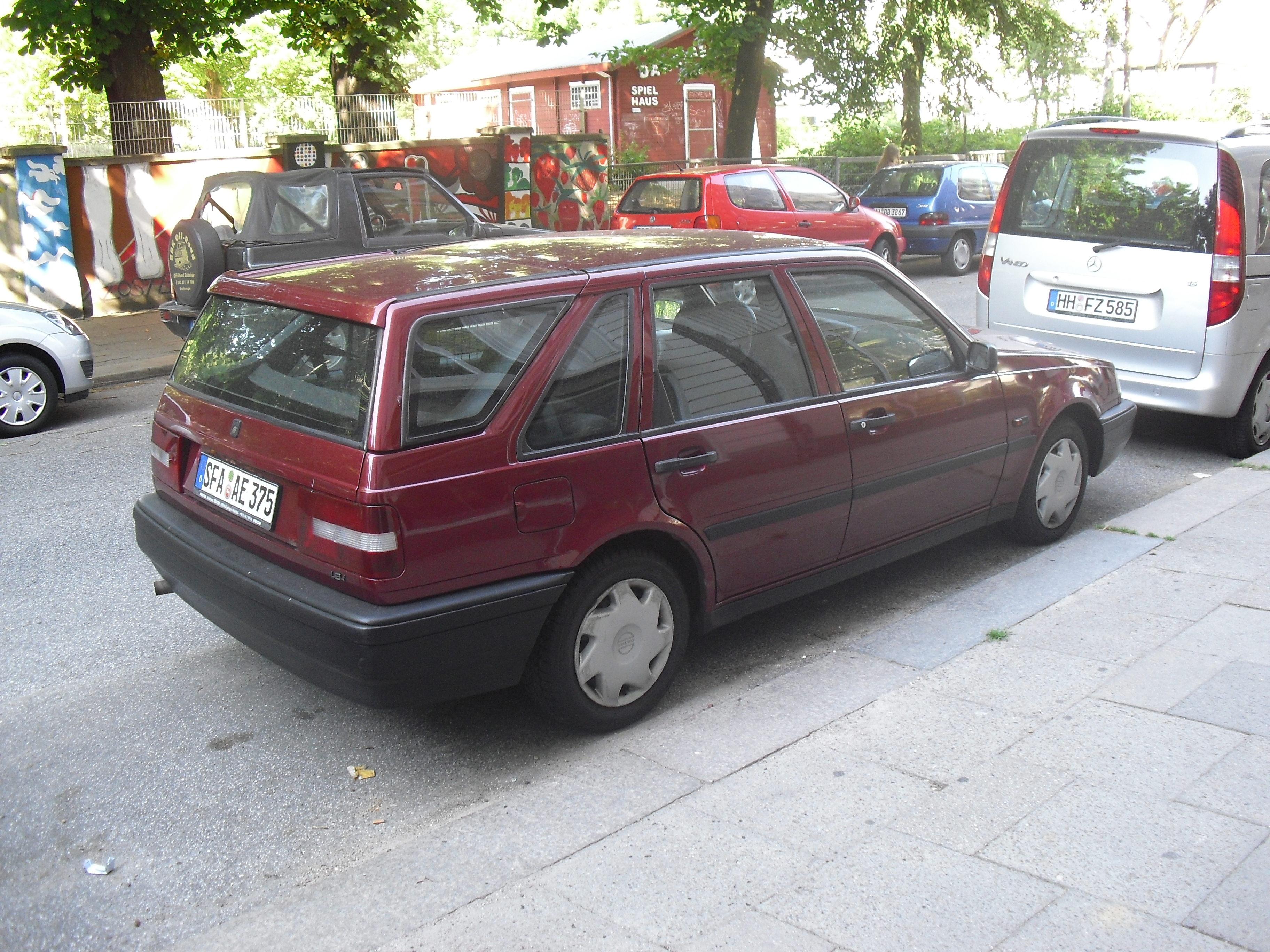 Where Is Nissan Made >> File:Volvo 440 Kombi.jpg - Wikimedia Commons
