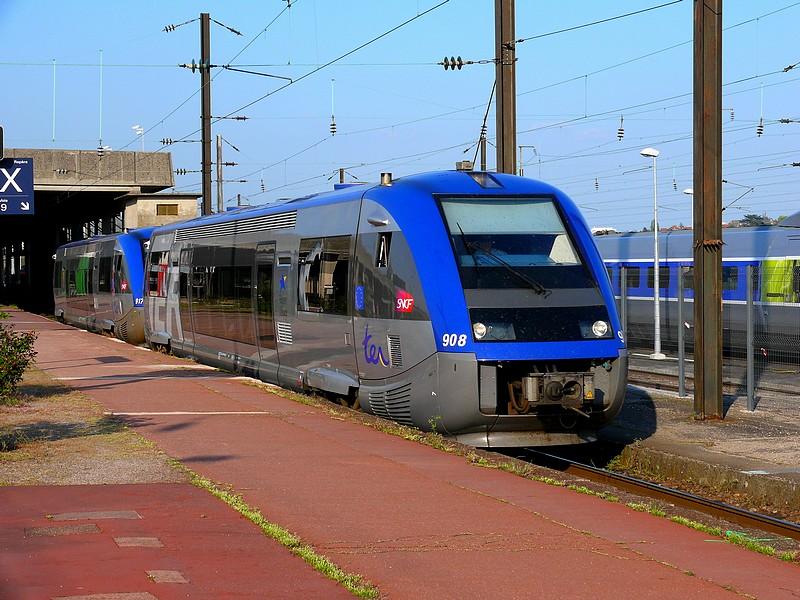 """X 73900 Alsace en décoration TER """"neutre"""" sur une course TER Lorraine Metz - Sarrebruck"""