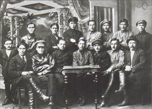 Члены Башкирского Правительства. Абдулкадир Инан— 2-й справа