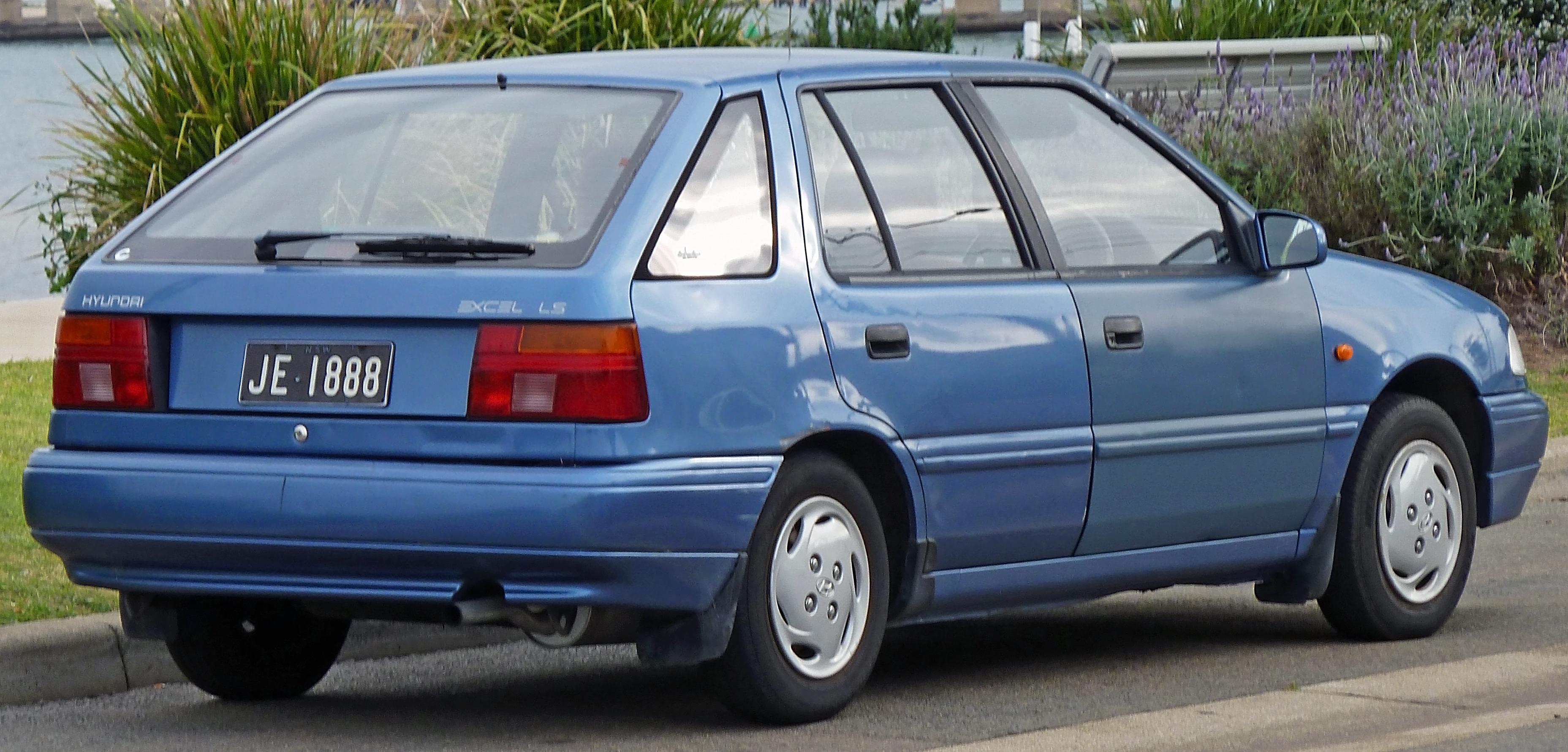 File:1991-1994 Hyundai Excel (X2) LS 5-door hatchback 04.jpg ...