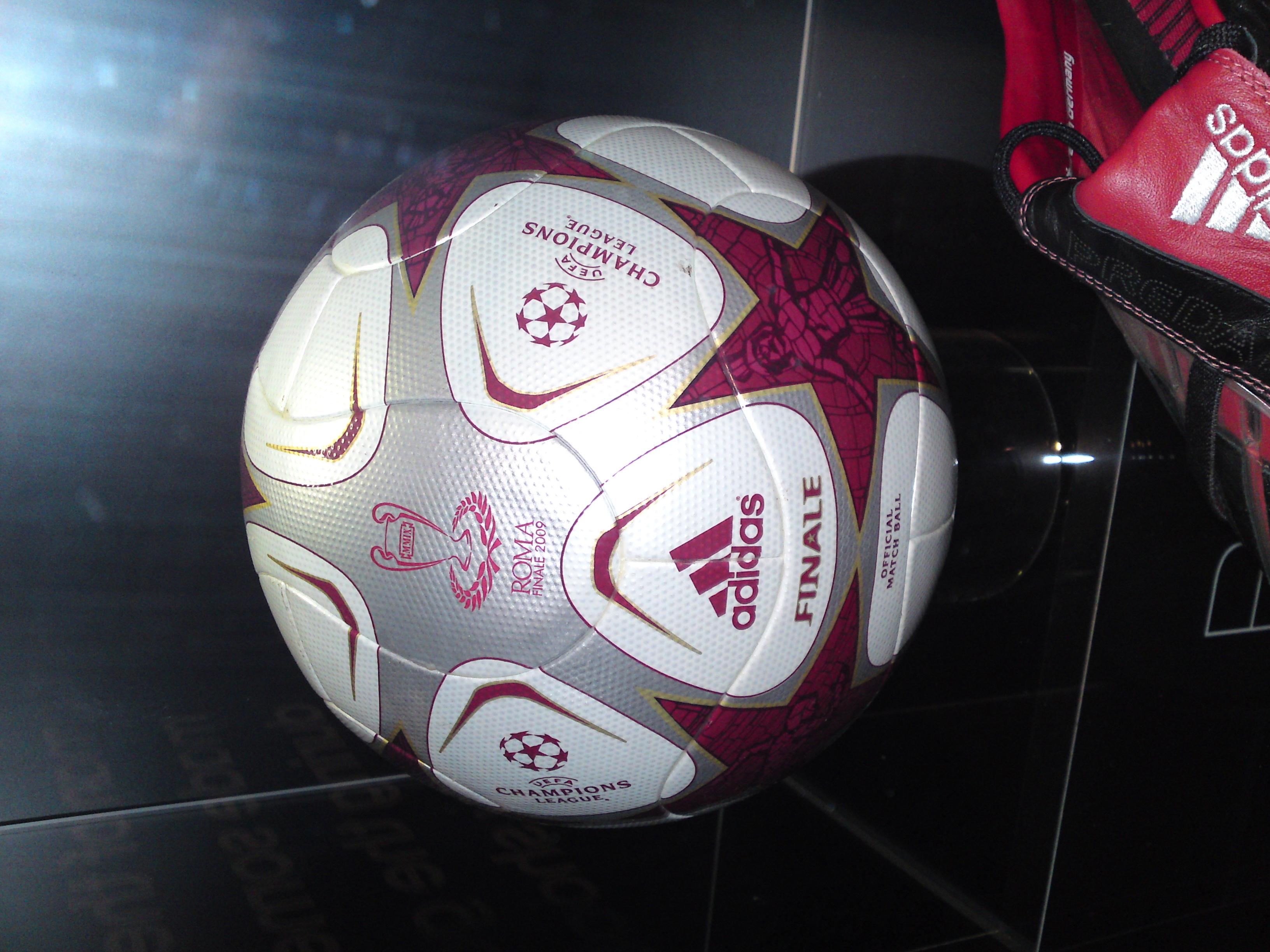 file 2009 uefa champions league final ball jpg wikimedia commons https commons wikimedia org wiki file 2009 uefa champions league final ball jpg