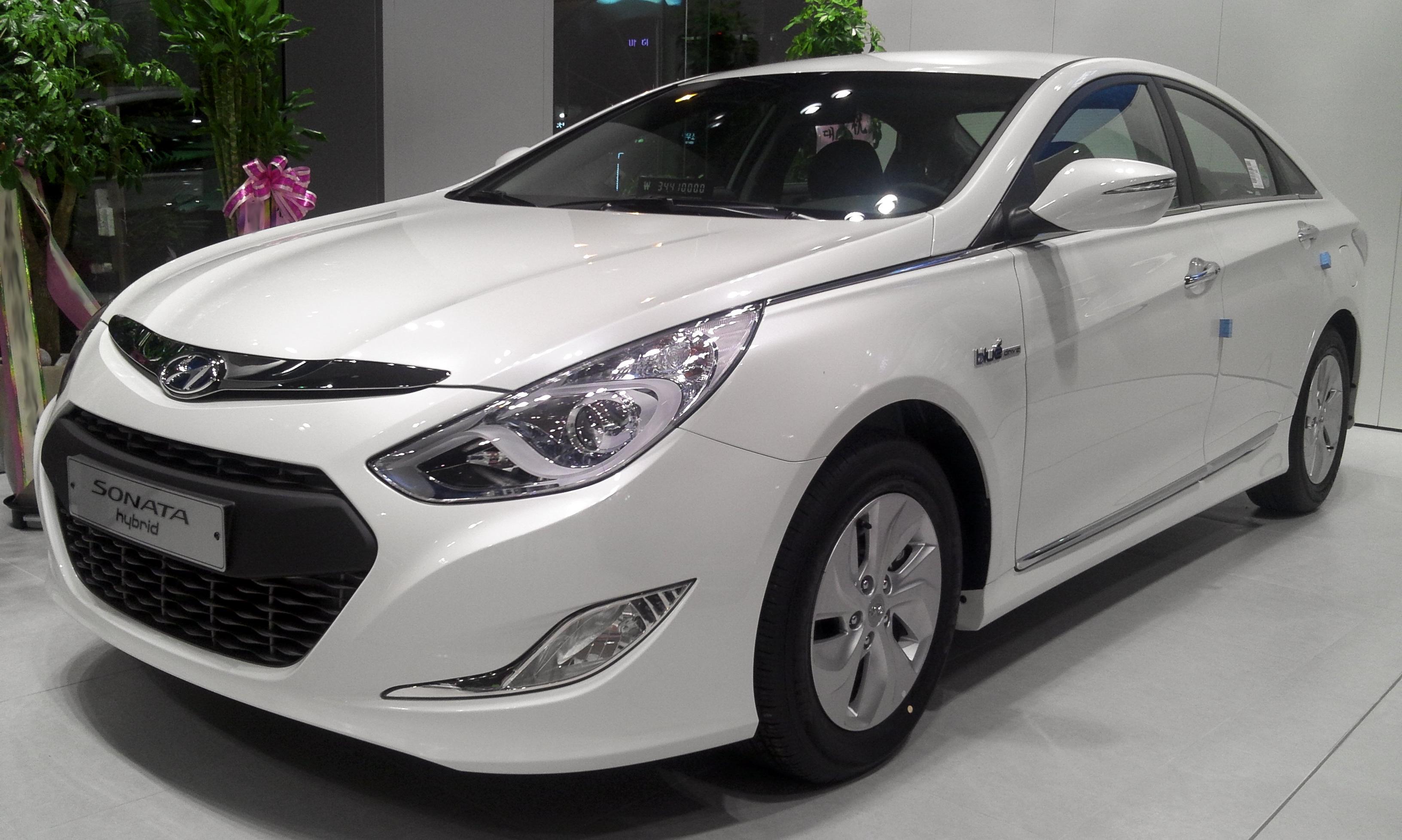 Hyundai Sonata Hybrid Review Car And Driver
