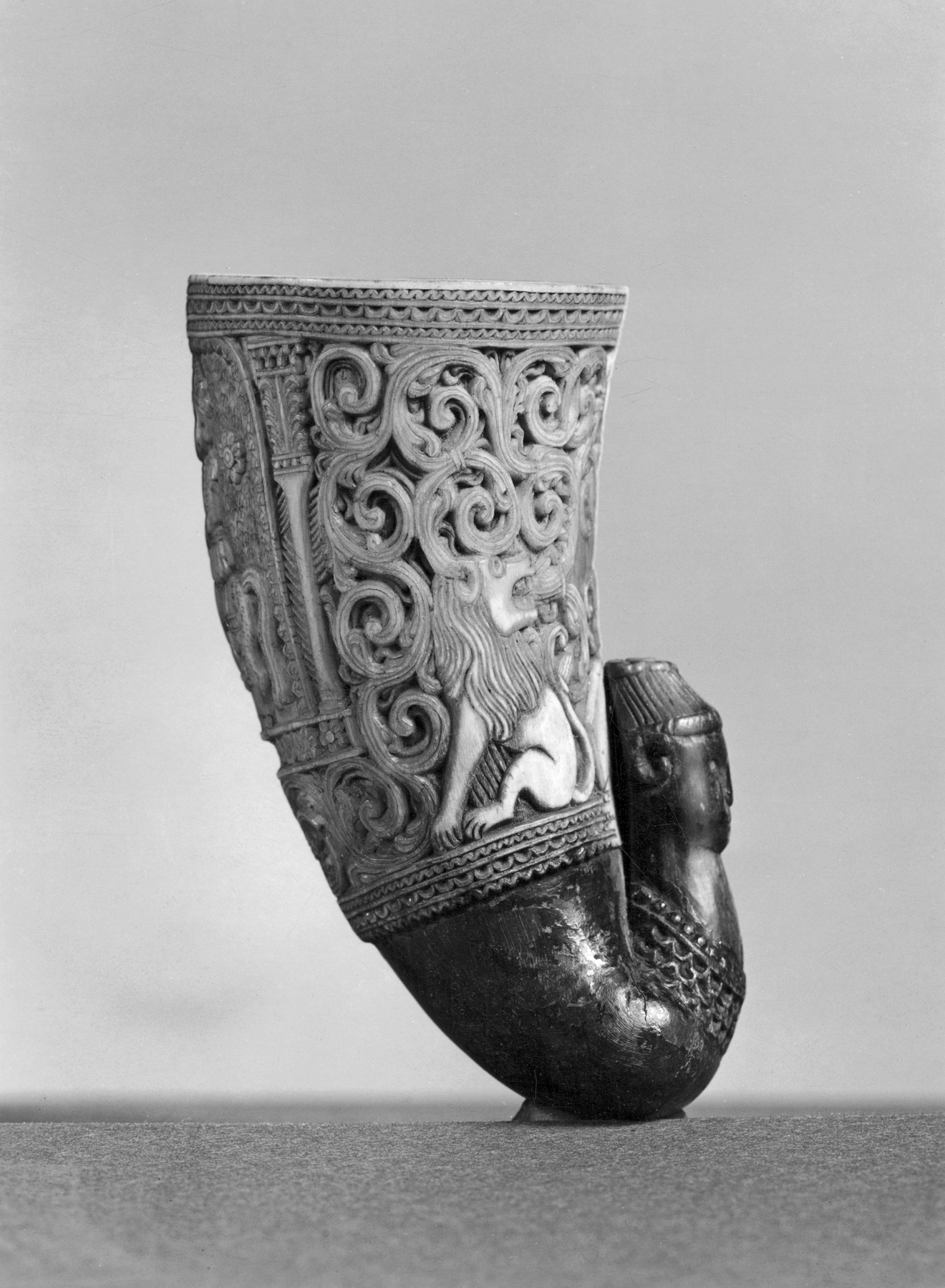 file african carved ram s horn cup with lions and mounted rider walters 7218 jpg wikimedia commons https commons wikimedia org wiki file african carved ram 27s horn cup with lions and mounted rider walters 7218 jpg