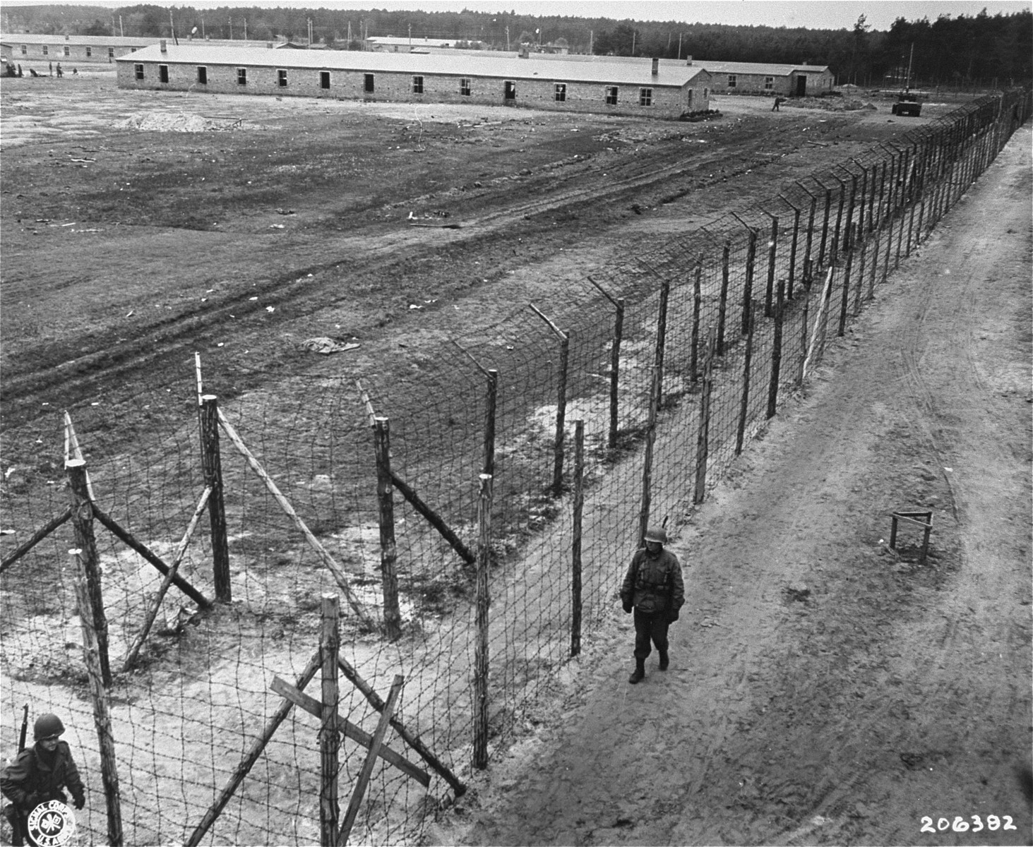a description of the concentration camps as a big part of the holocaust Life in the camps and ghettos concentration camps, physical and mental torture, death camps, and the final solution 2 description from the testimony of polish patriot and heroic figure jan karski 182 performance objectives.