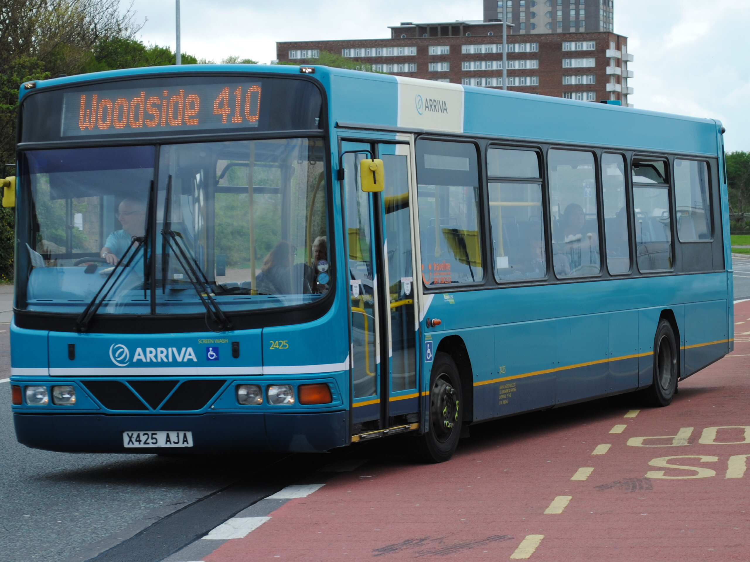 File:Arriva North West 2425 X425AJA (8730093108).jpg