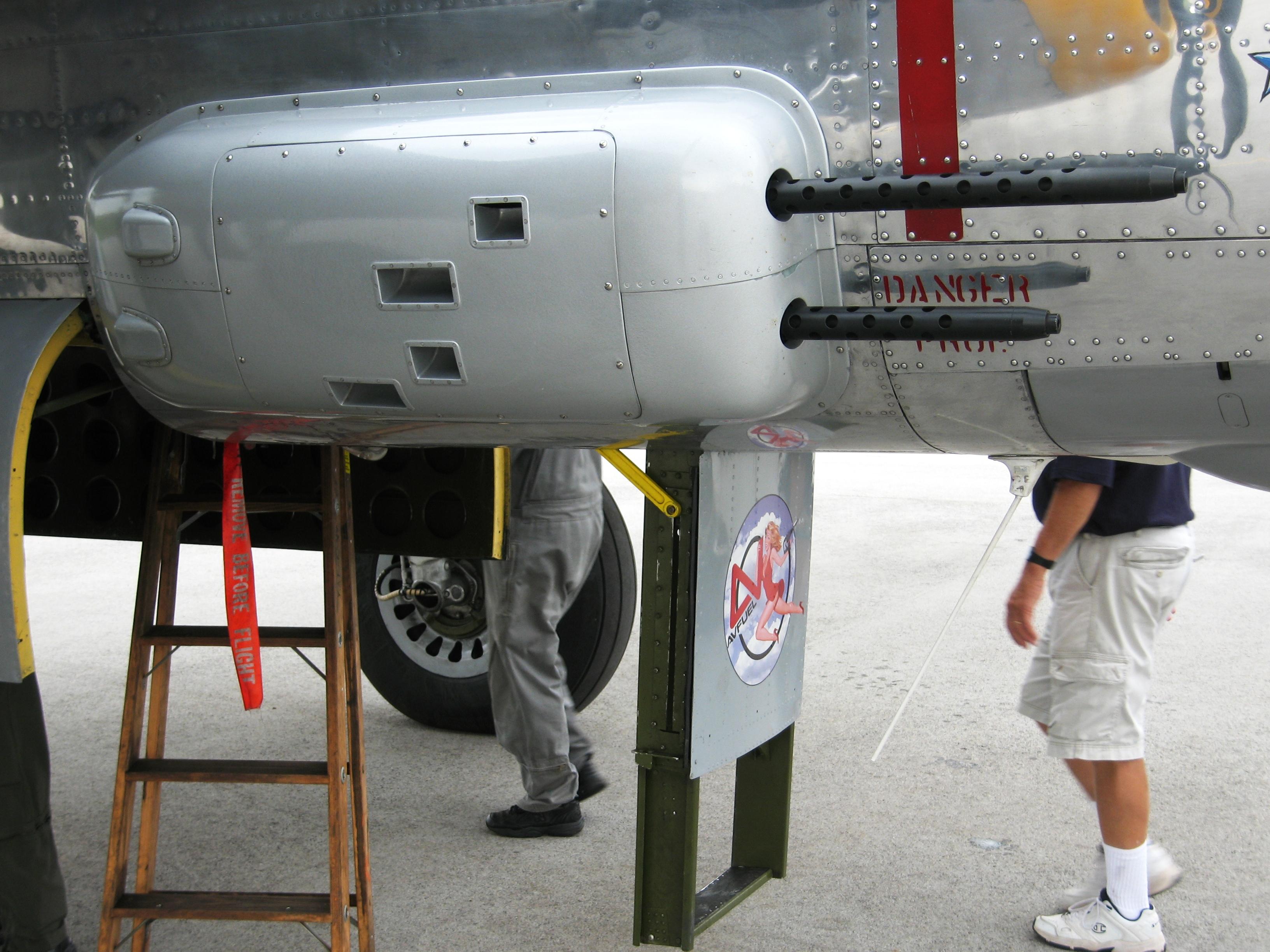 [Armada] Die bescheuertsten deutschen Übersetzungen B-25_Mitchell_50-calibre_machine_gun_blister_mounts