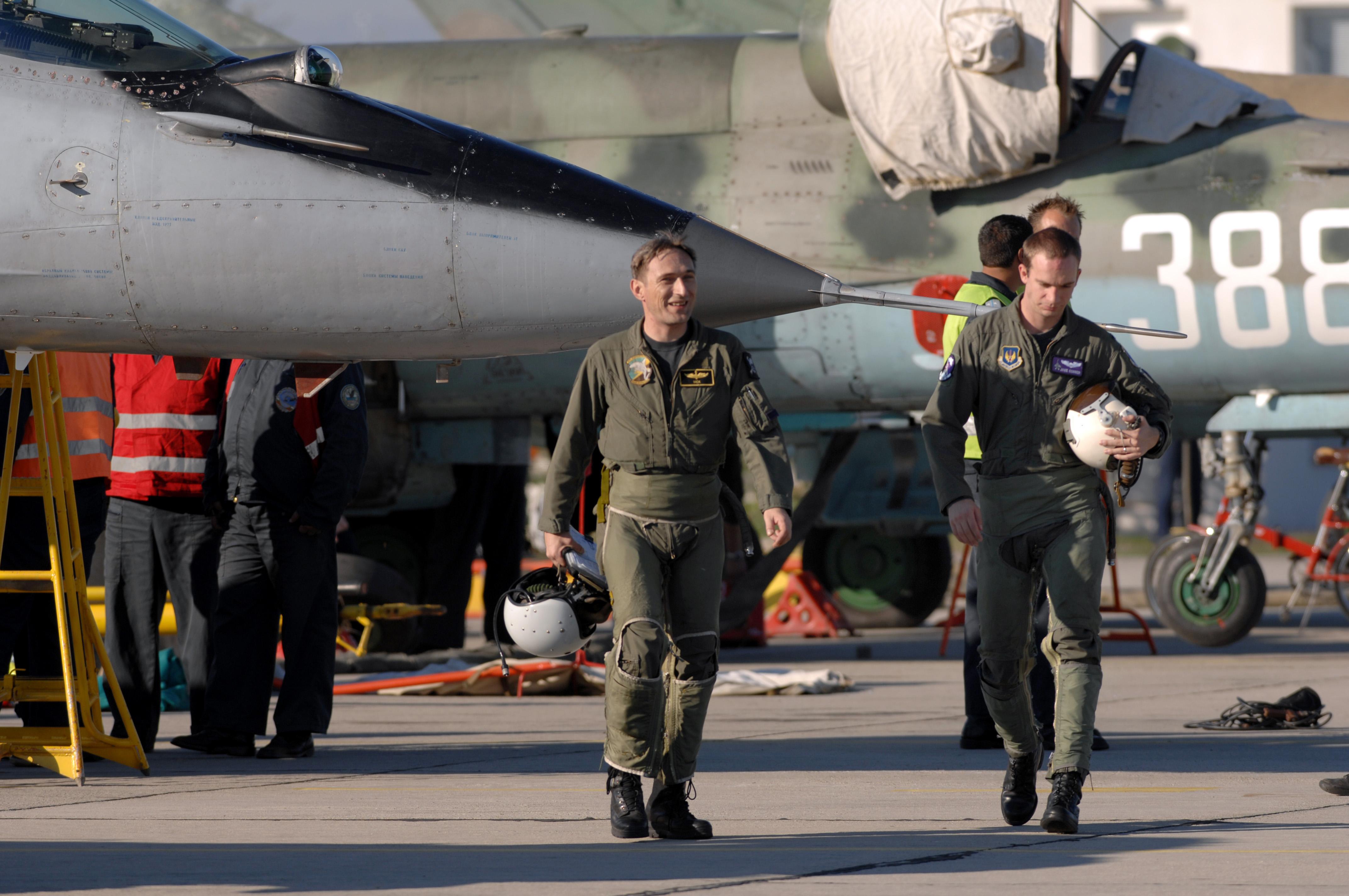 File Bulgarian And Us Pilots Jpg Wikimedia Commons