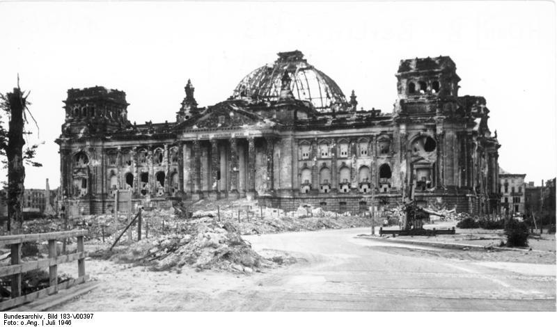 https://upload.wikimedia.org/wikipedia/commons/d/db/Bundesarchiv_Bild_183-V00397%2C_Berlin%2C_zerst%C3%B6rter_Reichstag.jpg