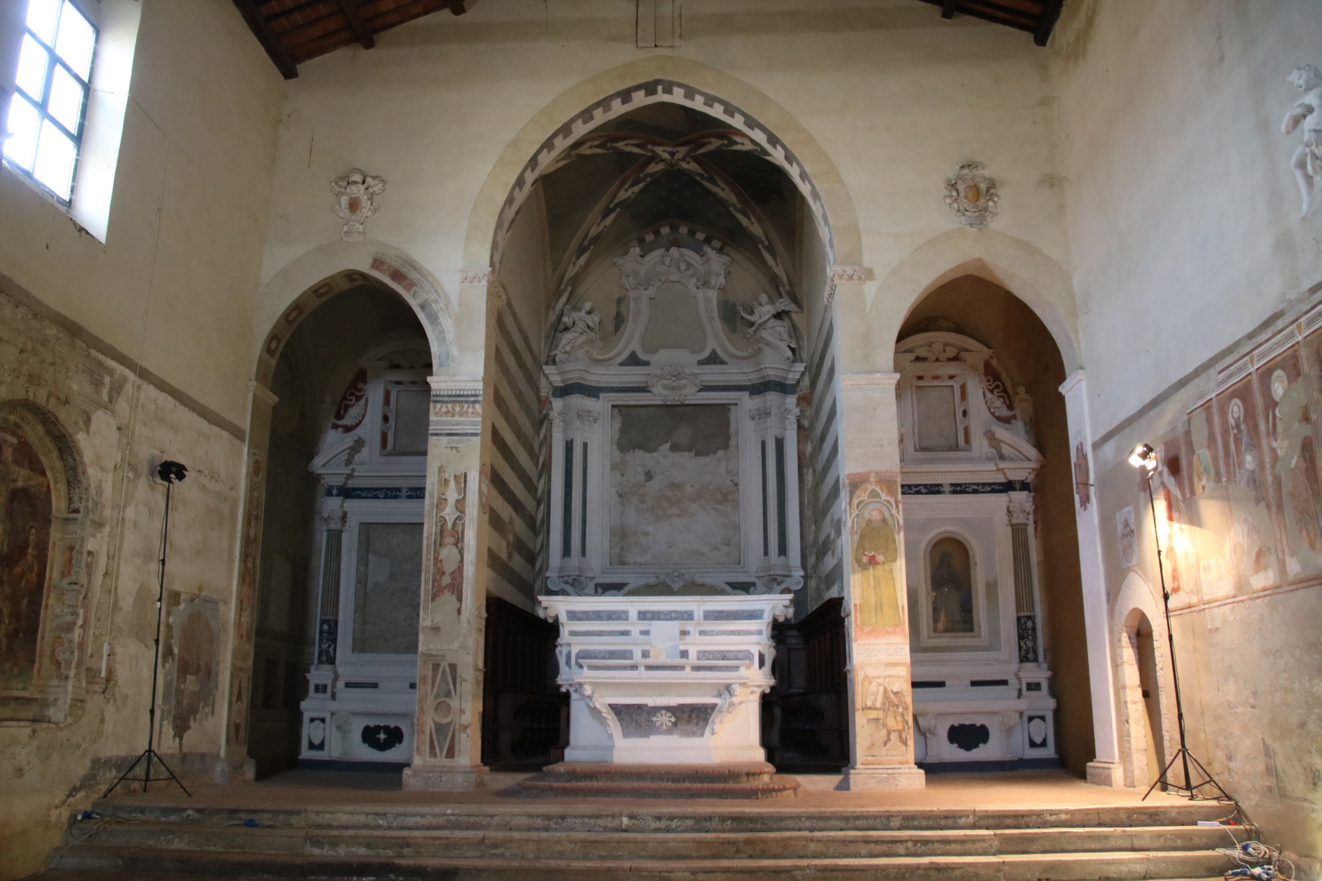 Chiesa di San Francesco (Asciano) interno 2.jpg