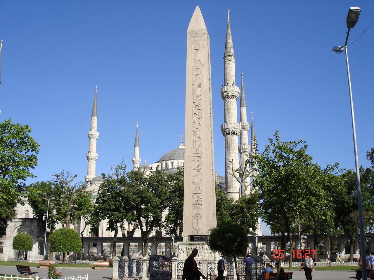 http://upload.wikimedia.org/wikipedia/commons/d/db/DSC04110c_Istanbul_-_Ippodromo_-_Obelisco_e_minareti_-_Foto_G._Dall%27Orto_25-5-2006.jpg