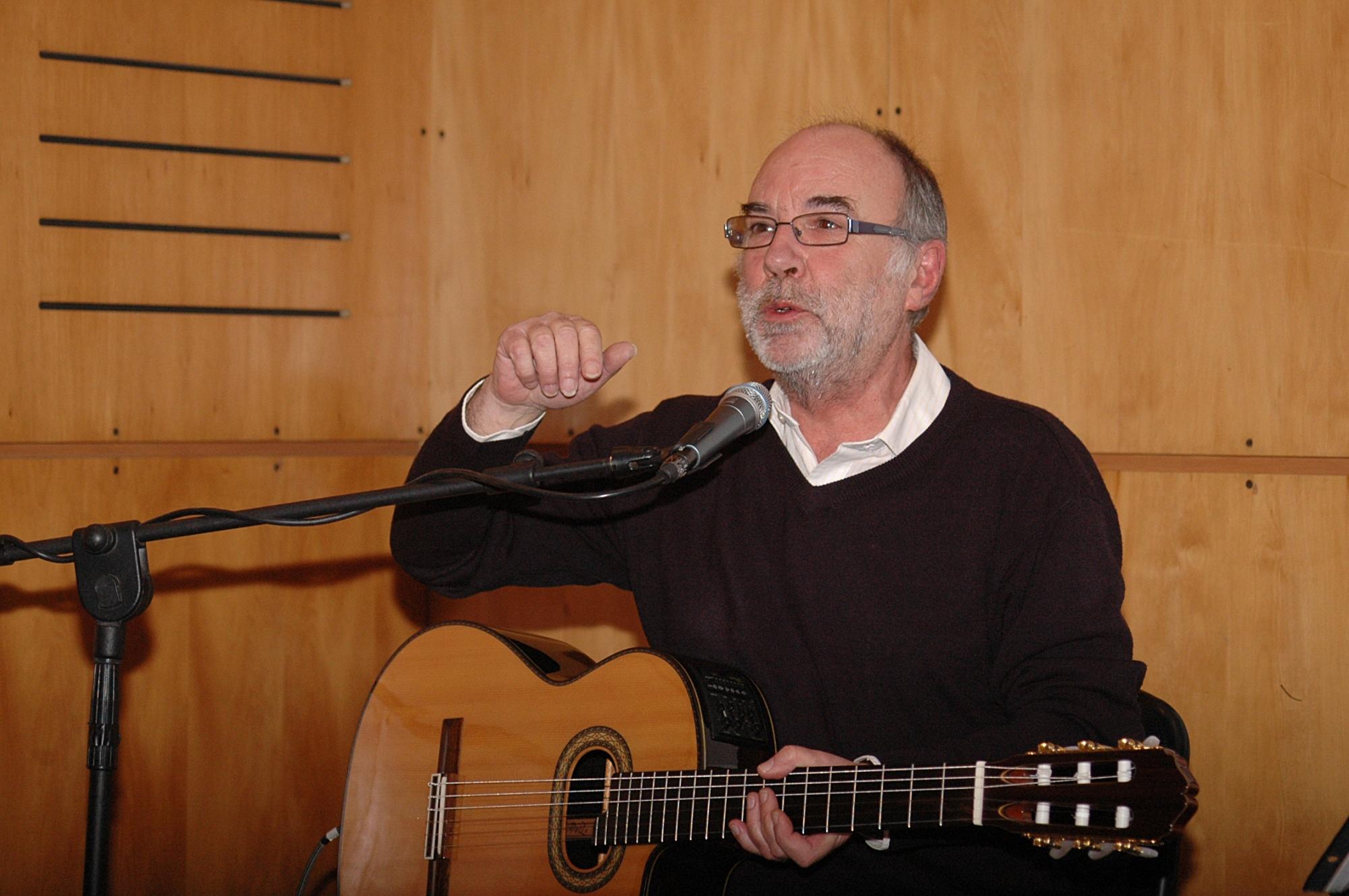 Eduardo Gatti en una charla en la Universidad Católica de Chile en 2010